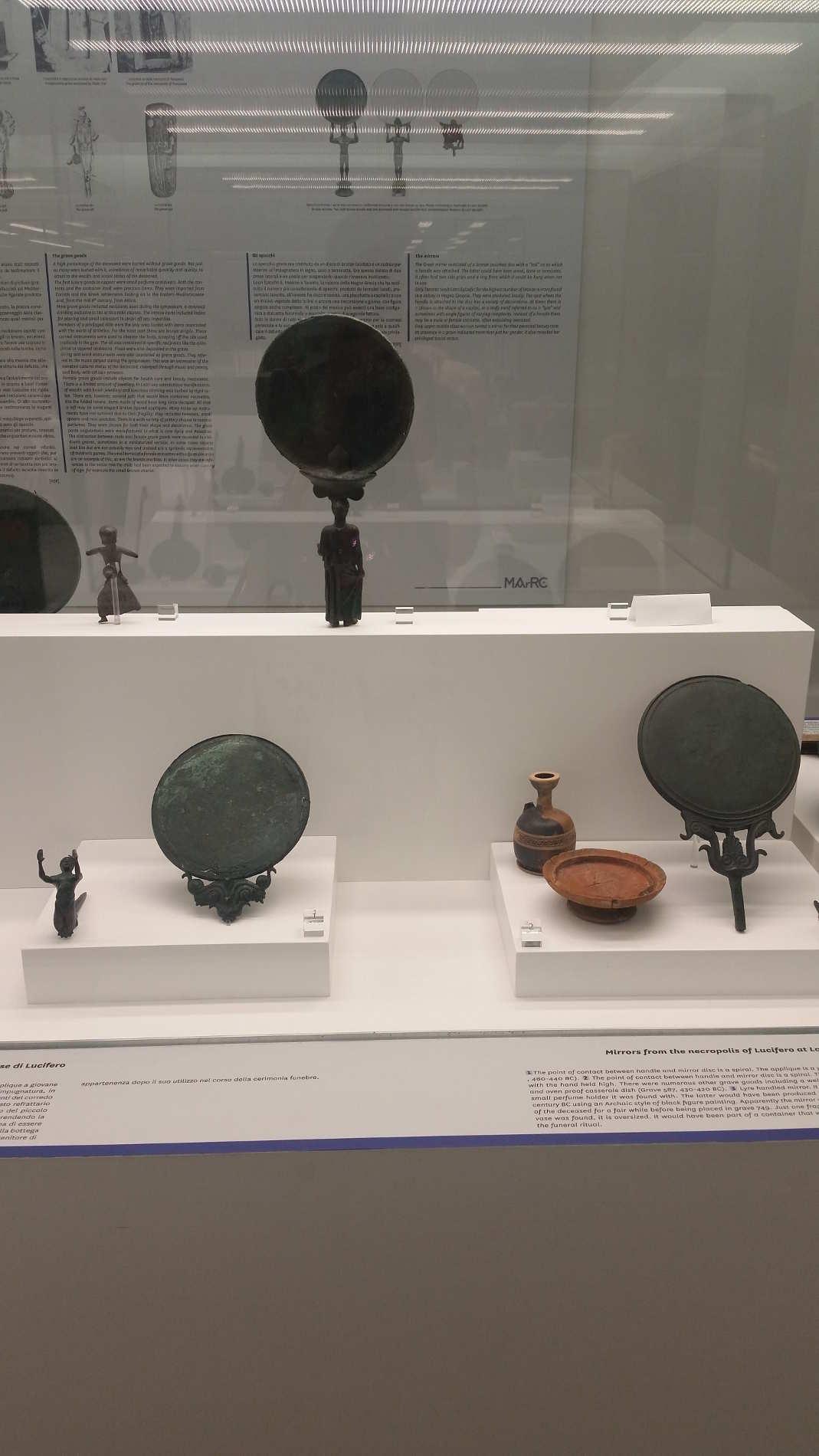 Il Museo Nazionale della Magna Grecia a Reggio Calabria, specchi di bronzo da Locri