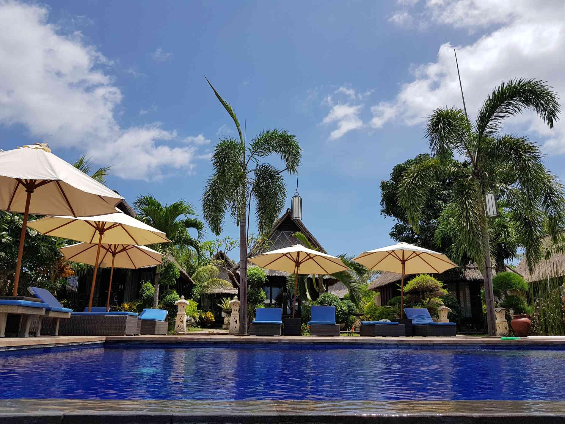 Dove dormire a Bali: la piscina vicino al mare