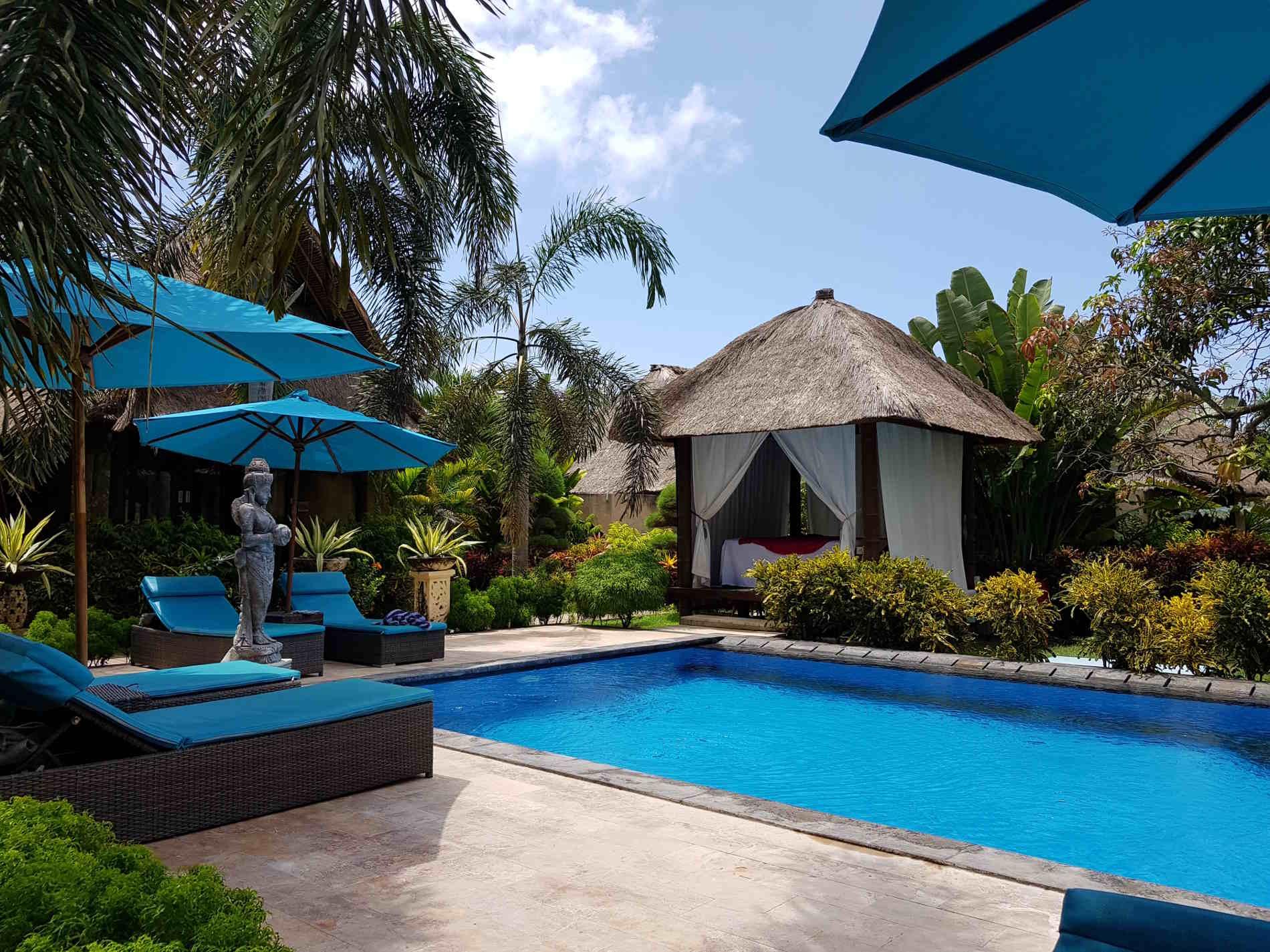 Dove dormire a Bali: angoli relax nella zona piscina