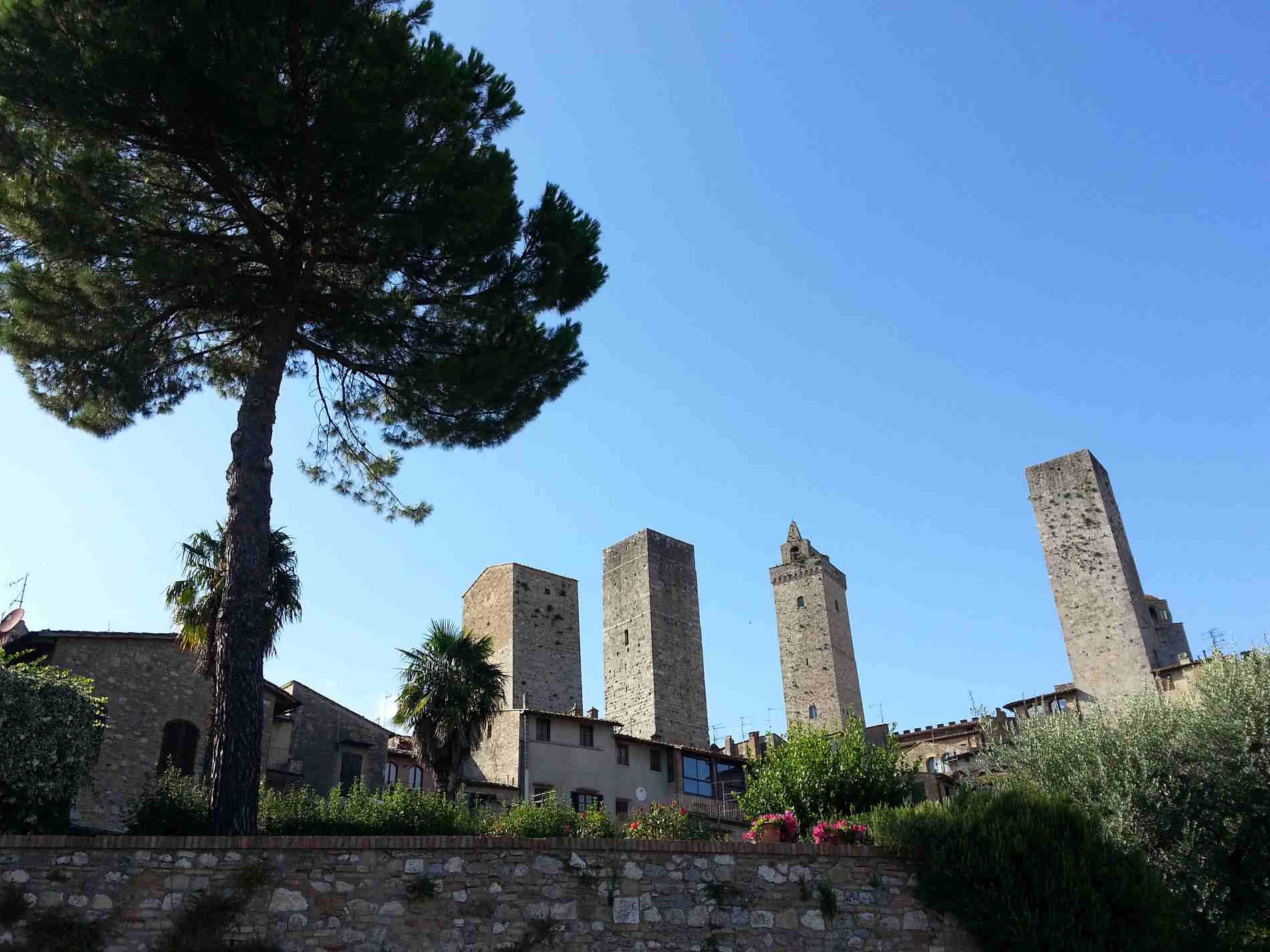 Passeggiata lungo le Mure di cinta di San Gimignano