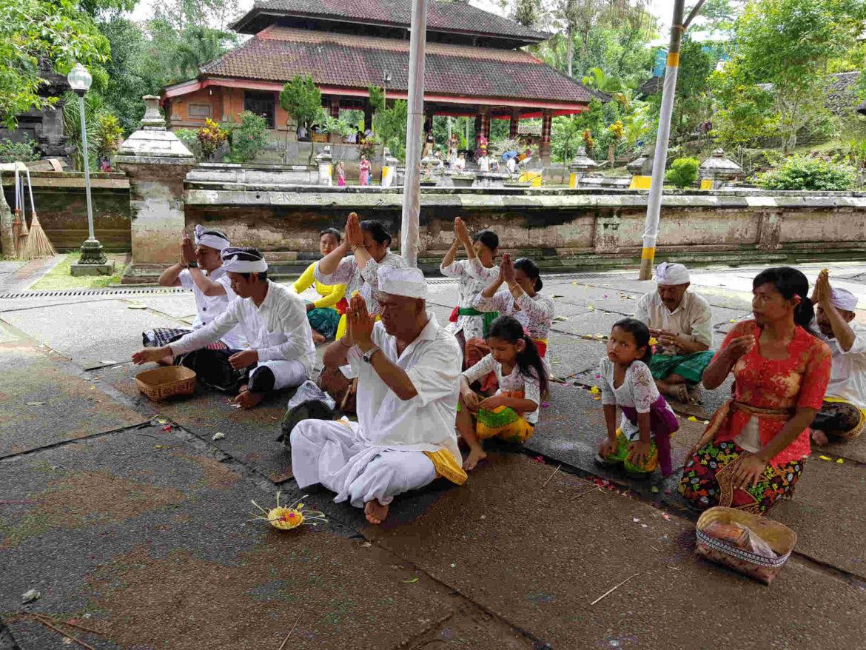 Viaggio a Bali riti pel la puja