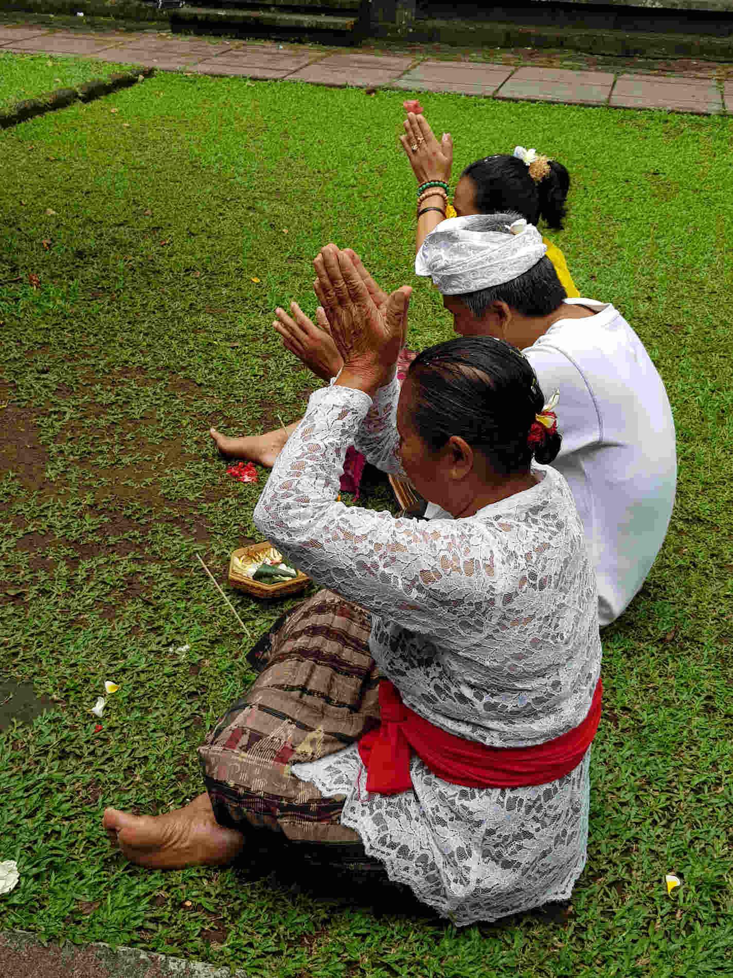 Itinerario a Bali -Preghiere nel Tempio di Pura Luhur Batukau