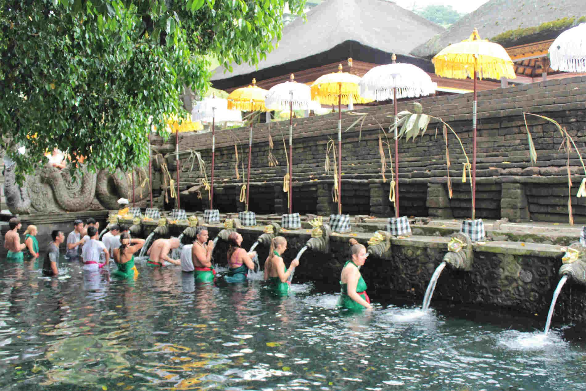 Itinerario a Bali -Il Bagno della purificazione al Tempio di Tirta Empul
