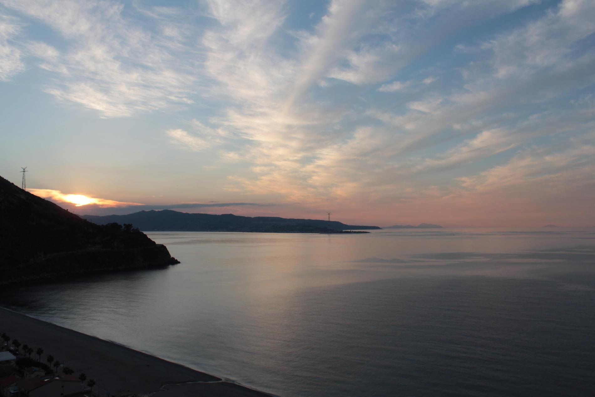 Scilla - Un tramonto mozzafiato sullo Stretto di Messina