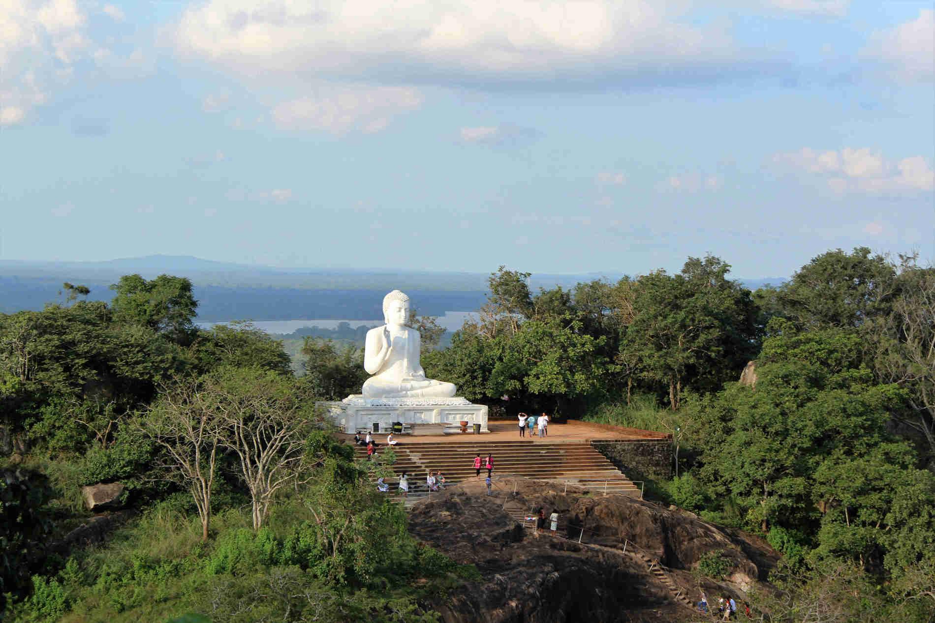 Viaggio in Sri Lanka - La splendida Statua del Buddha a Mihintale