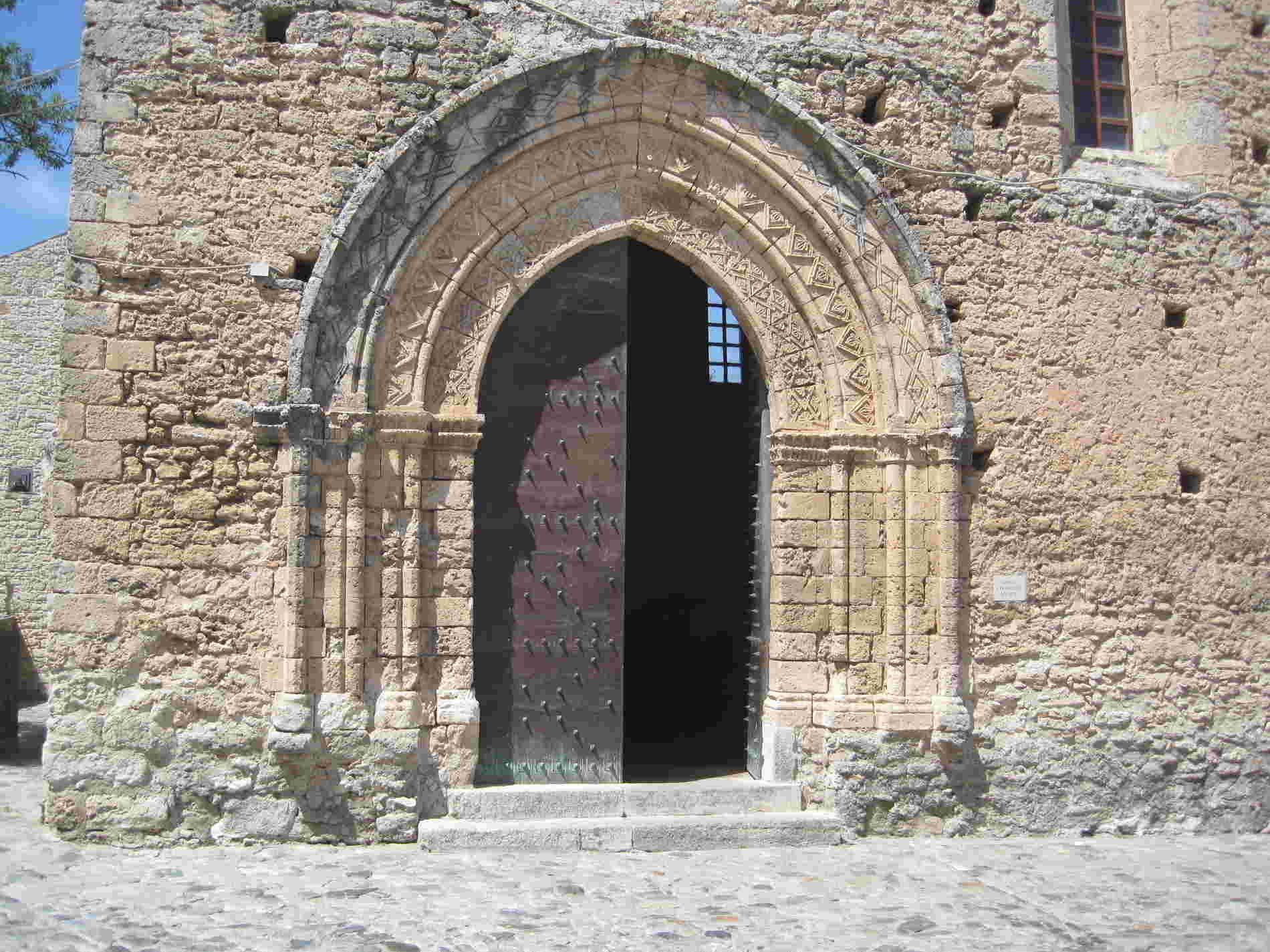portale della Chiesa di San Francesco d'Assisi a Gerace