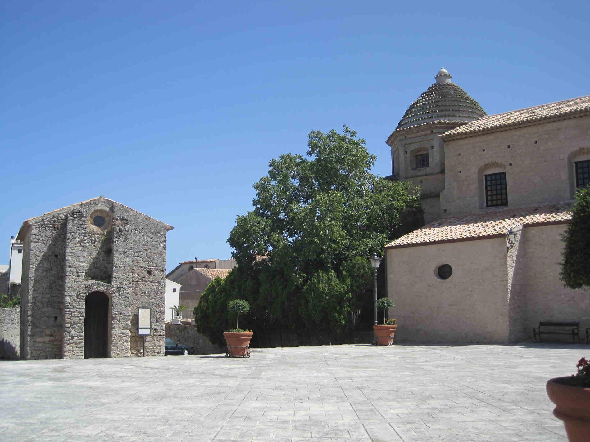 Gerace, Piazza delle Tre Chiese e San Giovannello