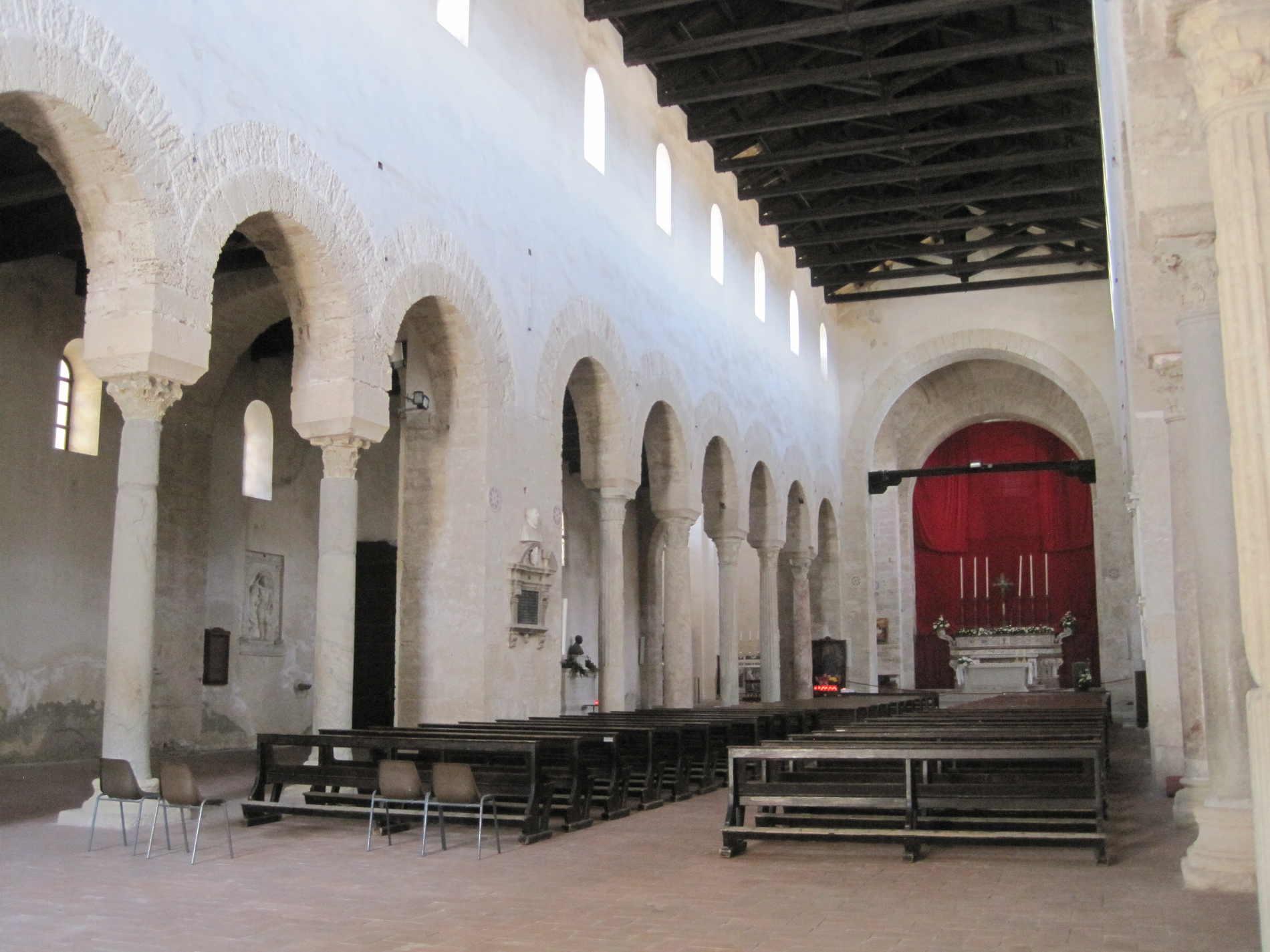 navata centrale della Cattedrale di Gerace