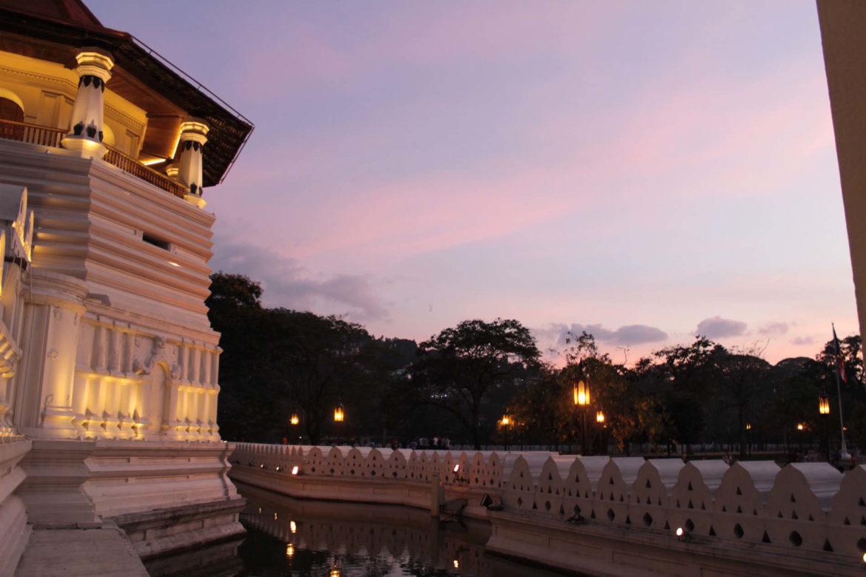 Kandy - sacro Tempio del Dente di Buddha Viaggio in sri lanka
