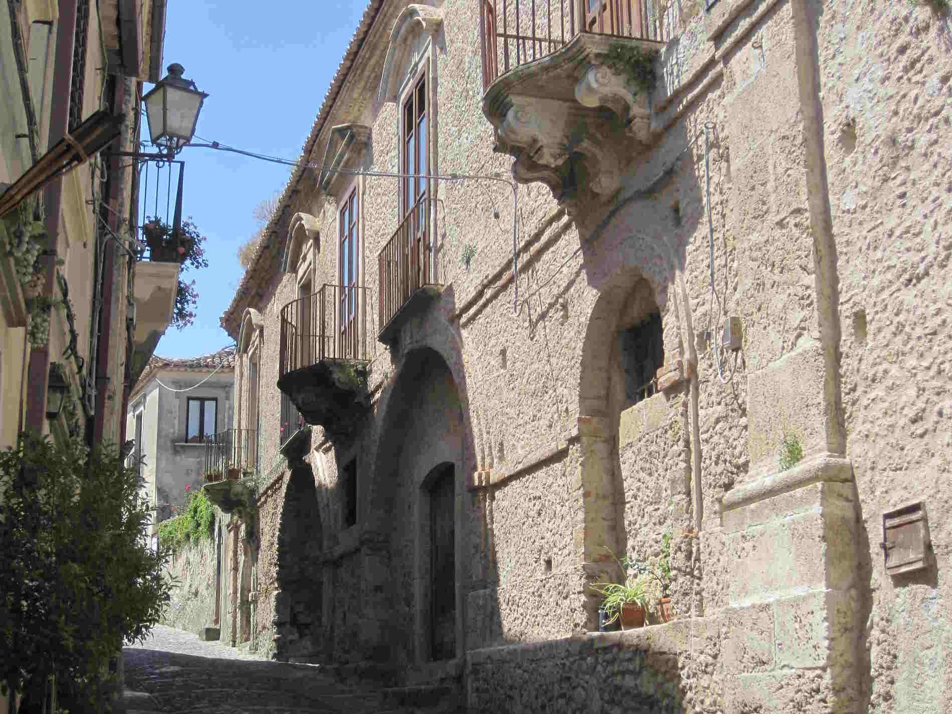antichi vicoli di Gerace, uno dei Borghi più Belli d'Italia