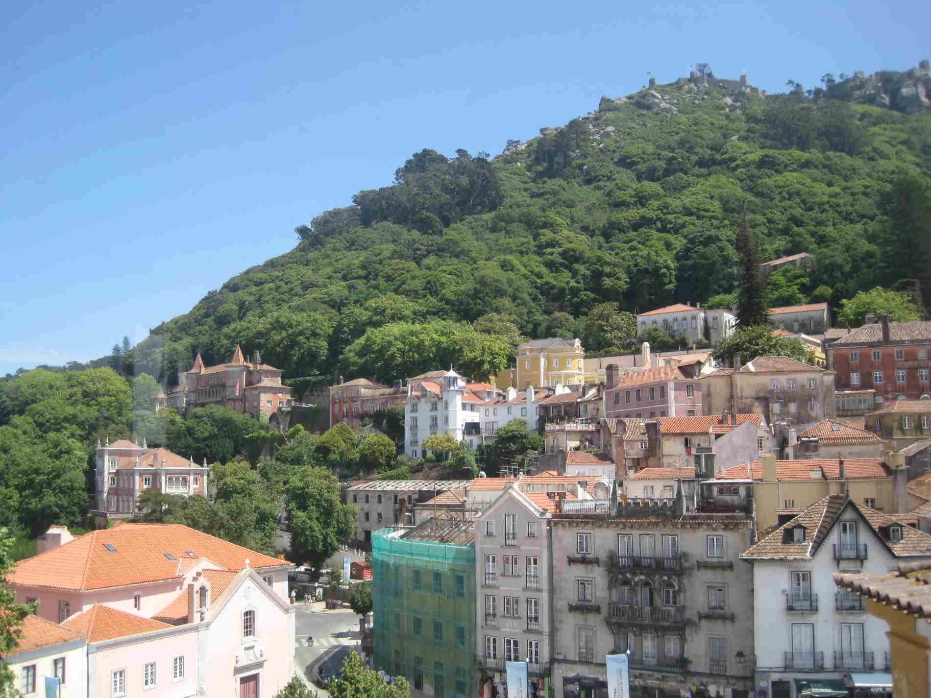 Scorci di Sintra dove è il paese di Queluz ed il Palazzo Nazionale di Queluz
