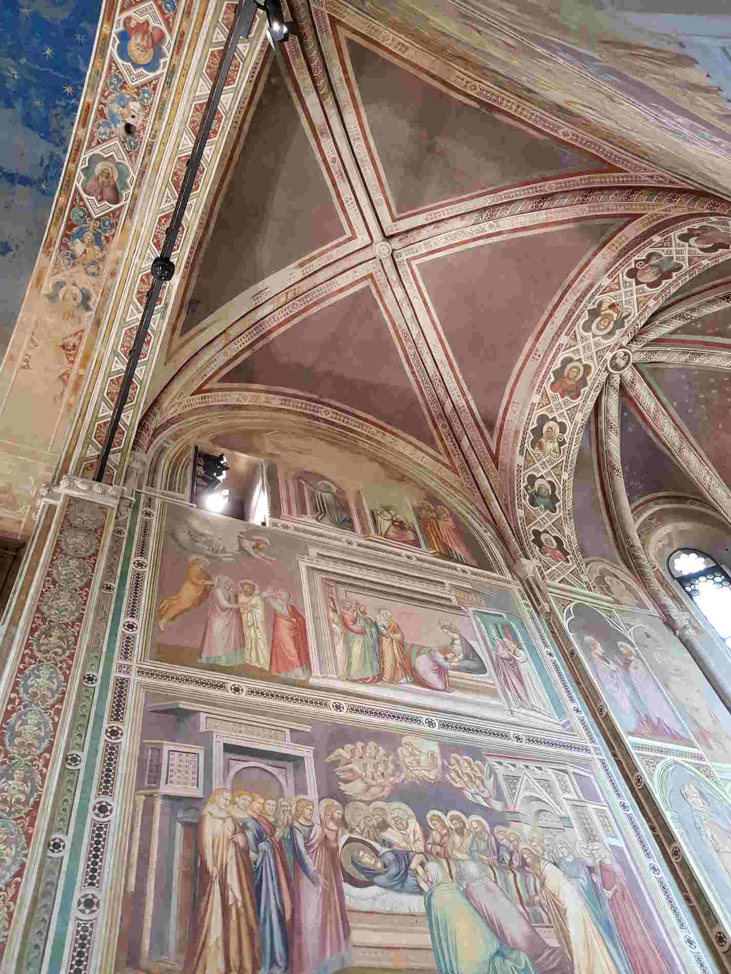 Particolari degli affreschi di Giotto nella cappella degli Scrovegni a Padova