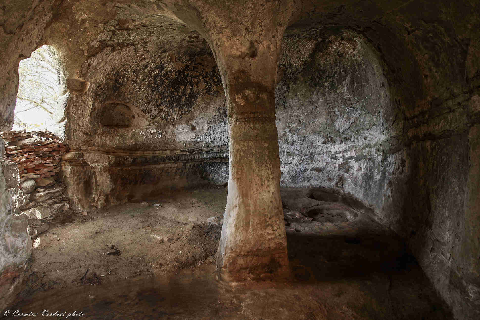 interno della Grotta Chiesa dell'Albero della Vita a Brancaleone Vetus