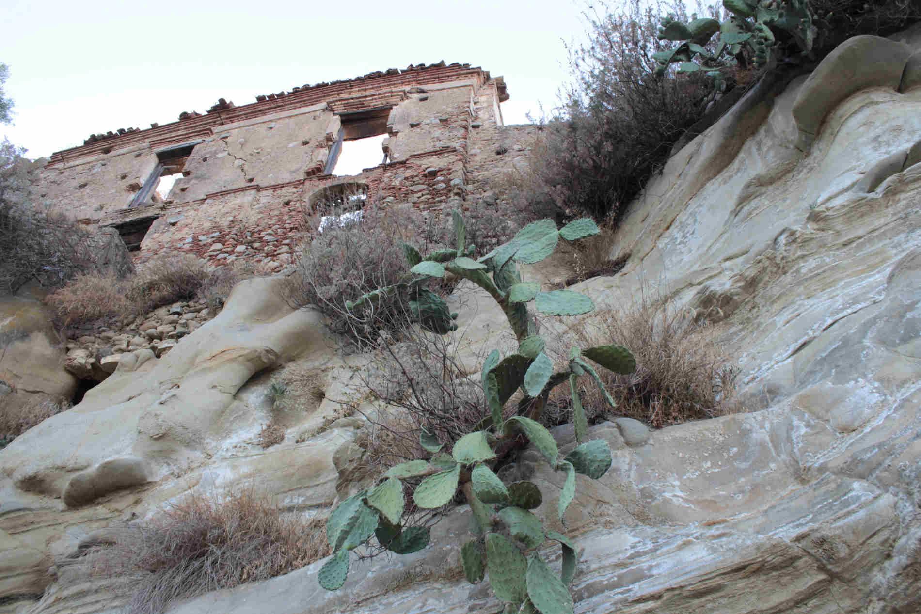 Sentiero che porta a Brancaleone Vetus: notate le rocce!