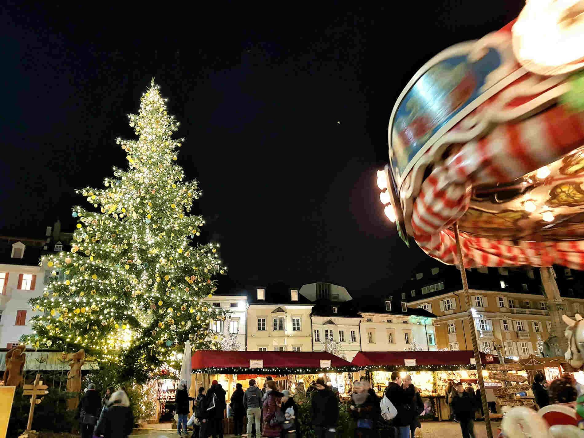 Piazza Walther a Bolzano e i mercatini di Natale in Alto Adige