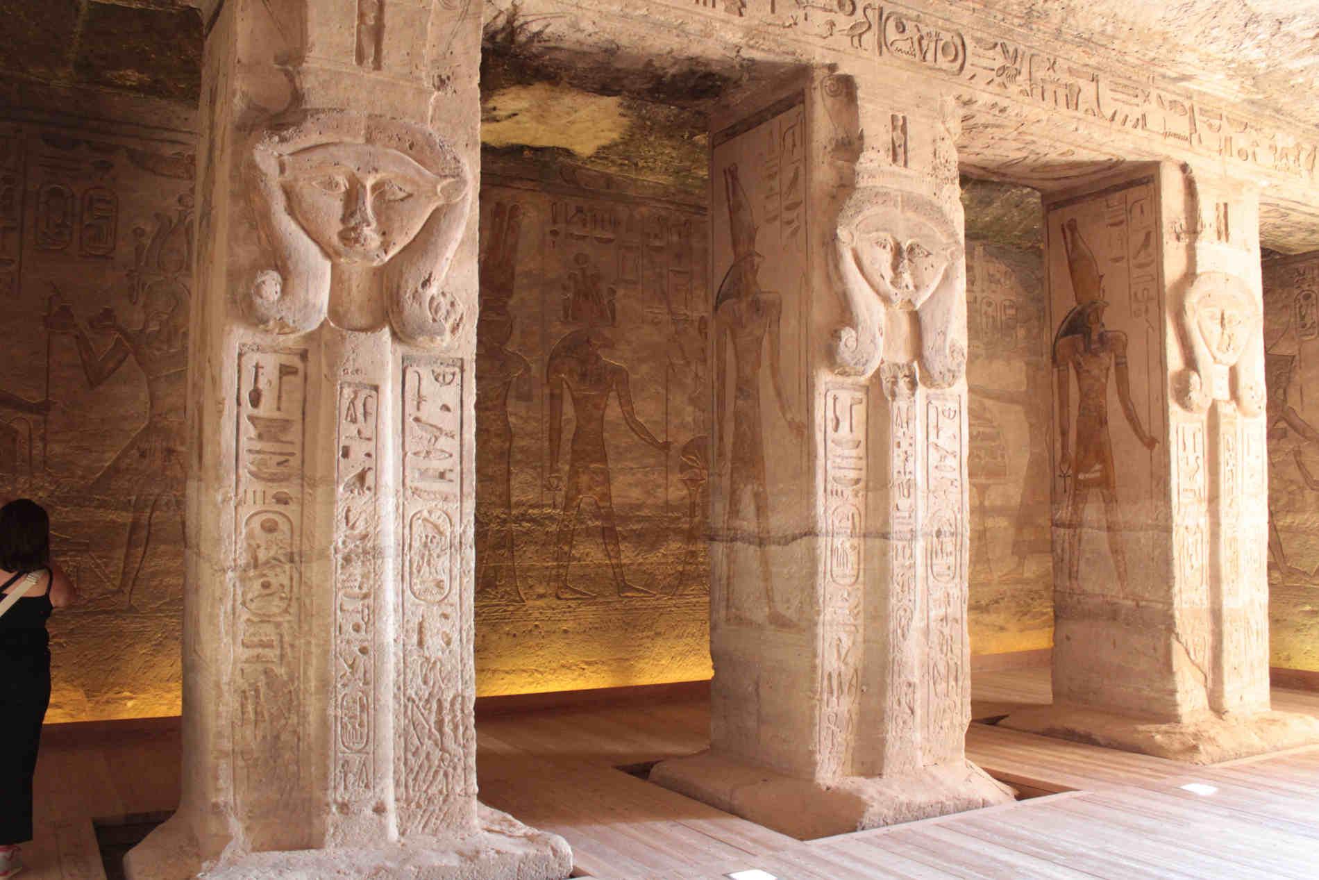 Colonne Hathoriane nel Tempio piccolo dedicato a Nefertari Abu Simbel