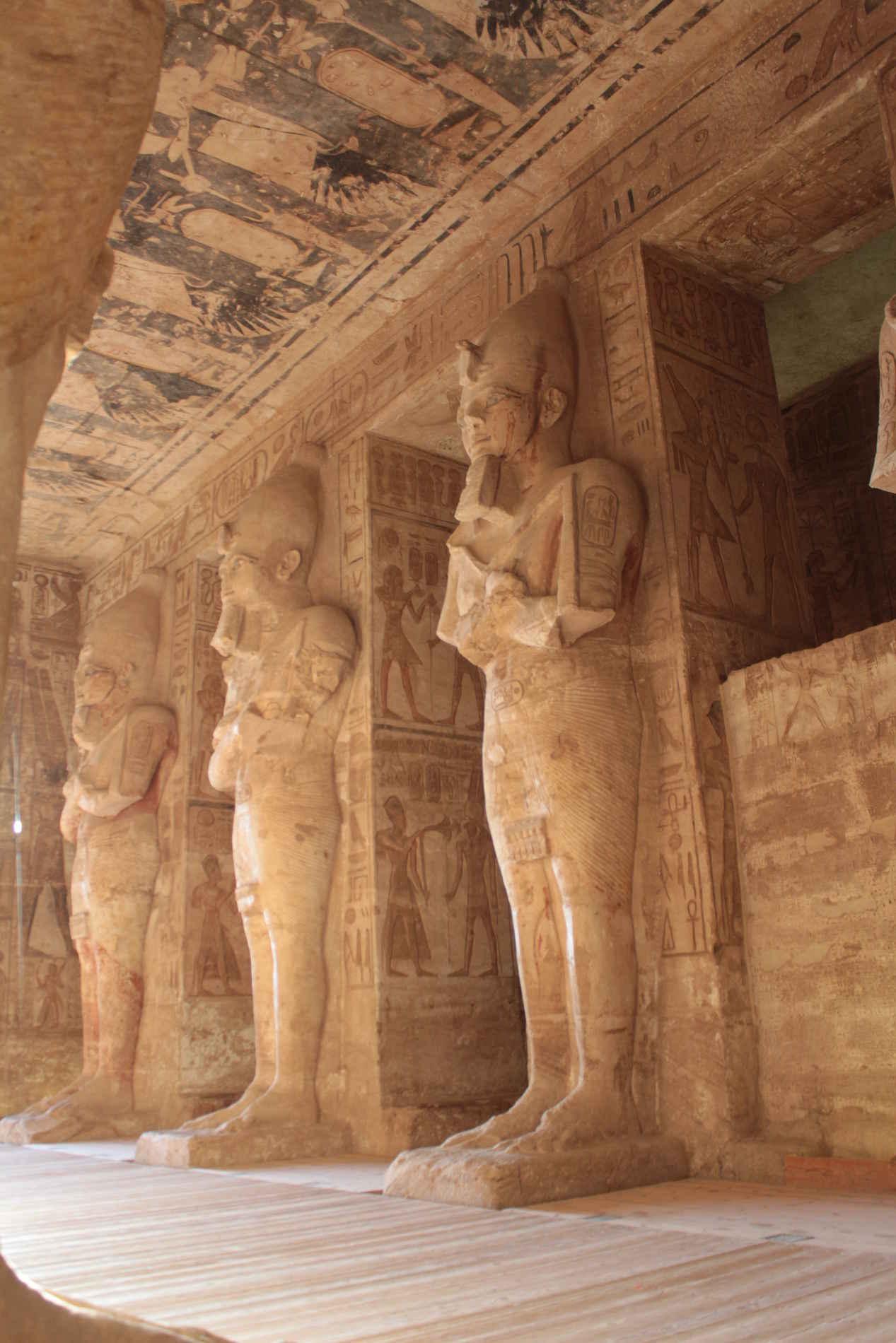 Pilastri che rappresentano Ramesse II nel Grande Tempio di Abu Simbel