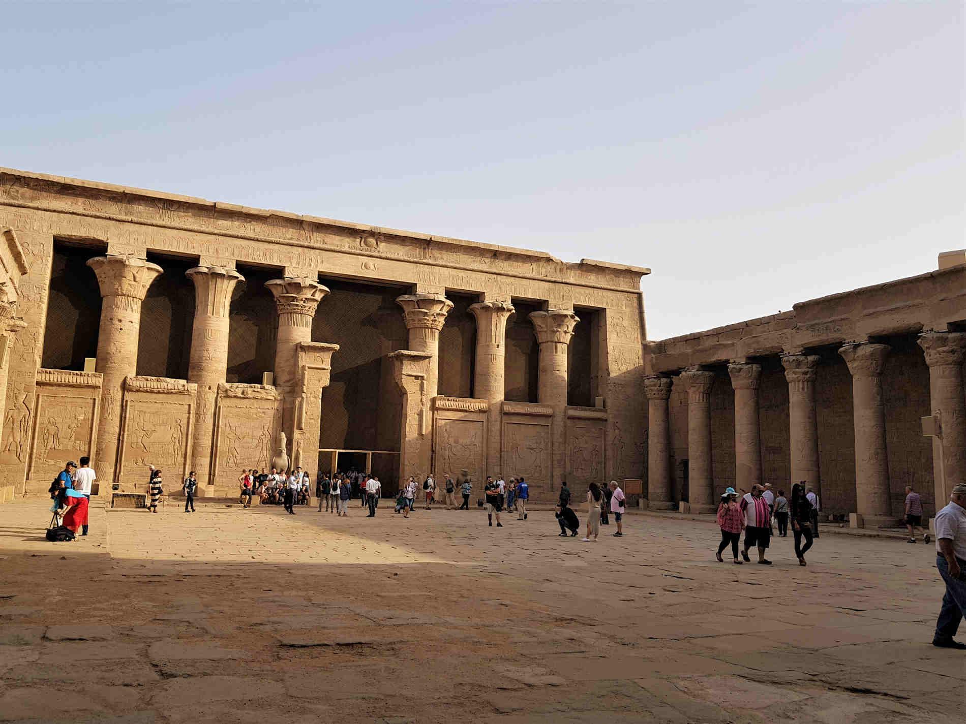 crociera sul fiume Nilo interno tempio di Edfu