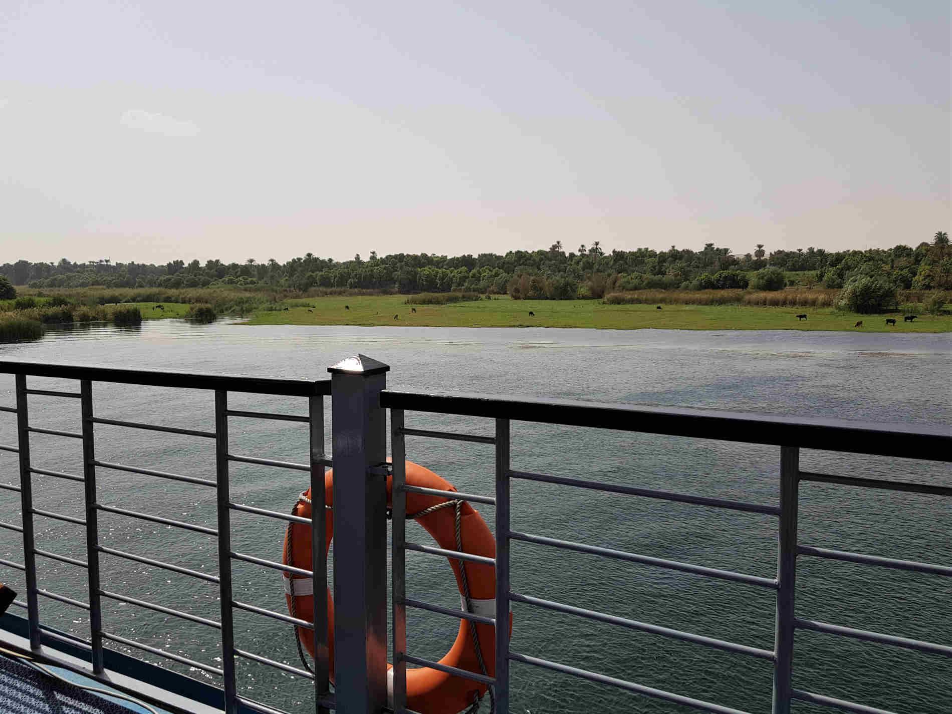 crociera sul fiume Nilo sul ponte paesaggi