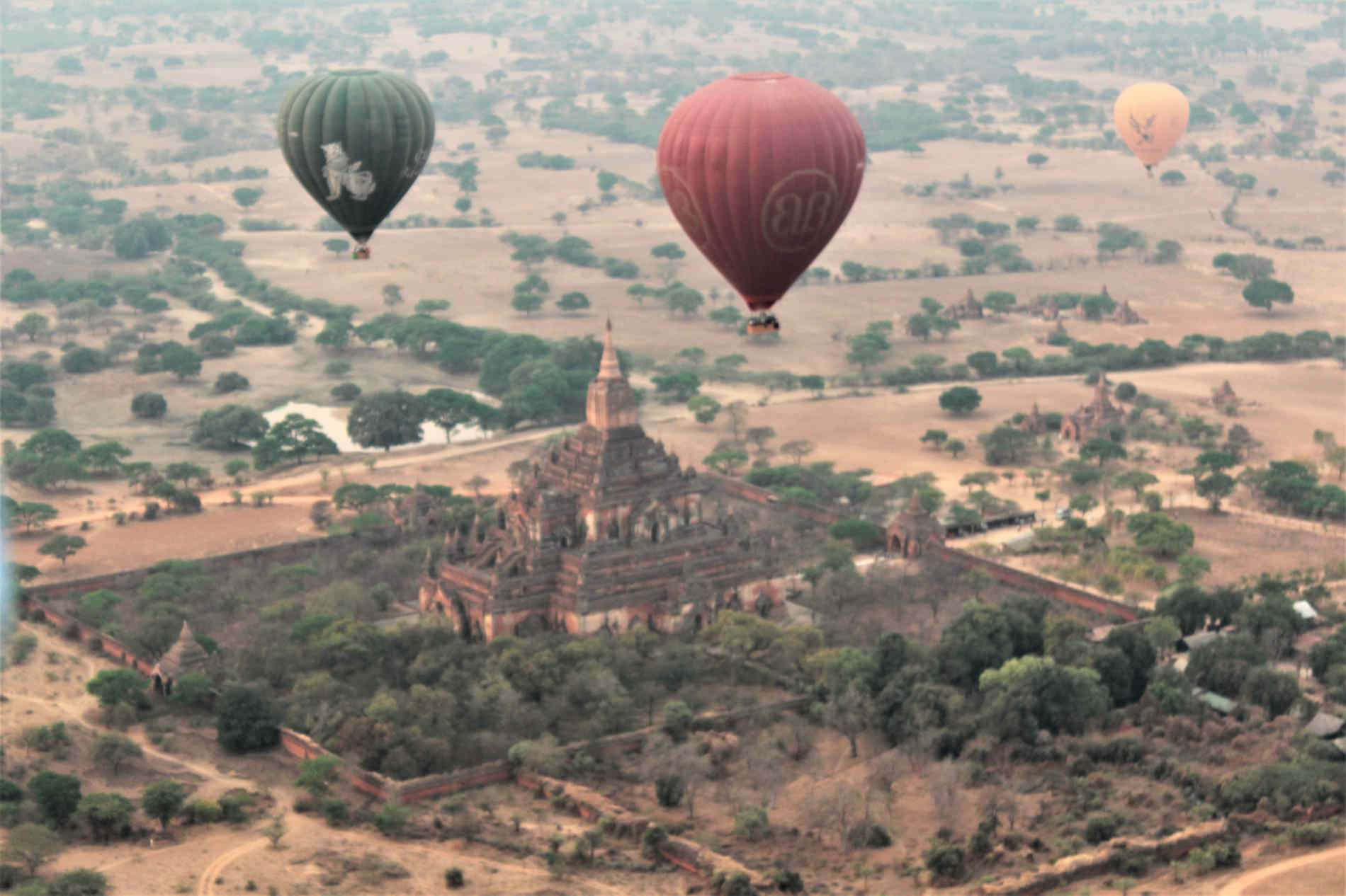 Mongolfiere su Bagan itinerario di Viaggio in Birmania Myanmar