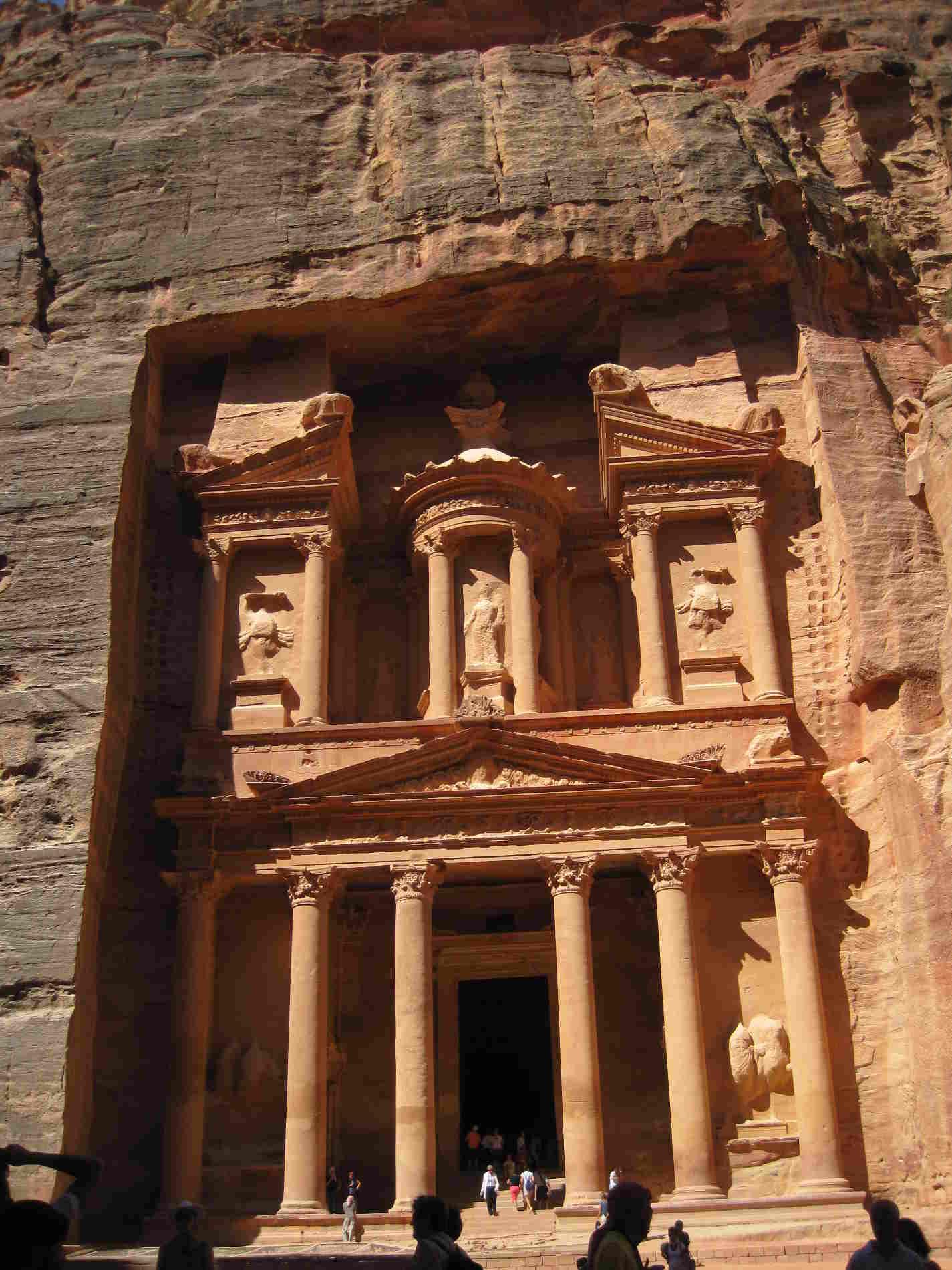 Tesoro a Petra una delle 7 Meraviglie del Mondo moderno