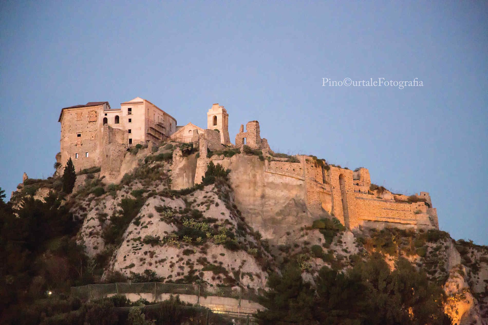 Castello dei Carafa a Roccella Jonica