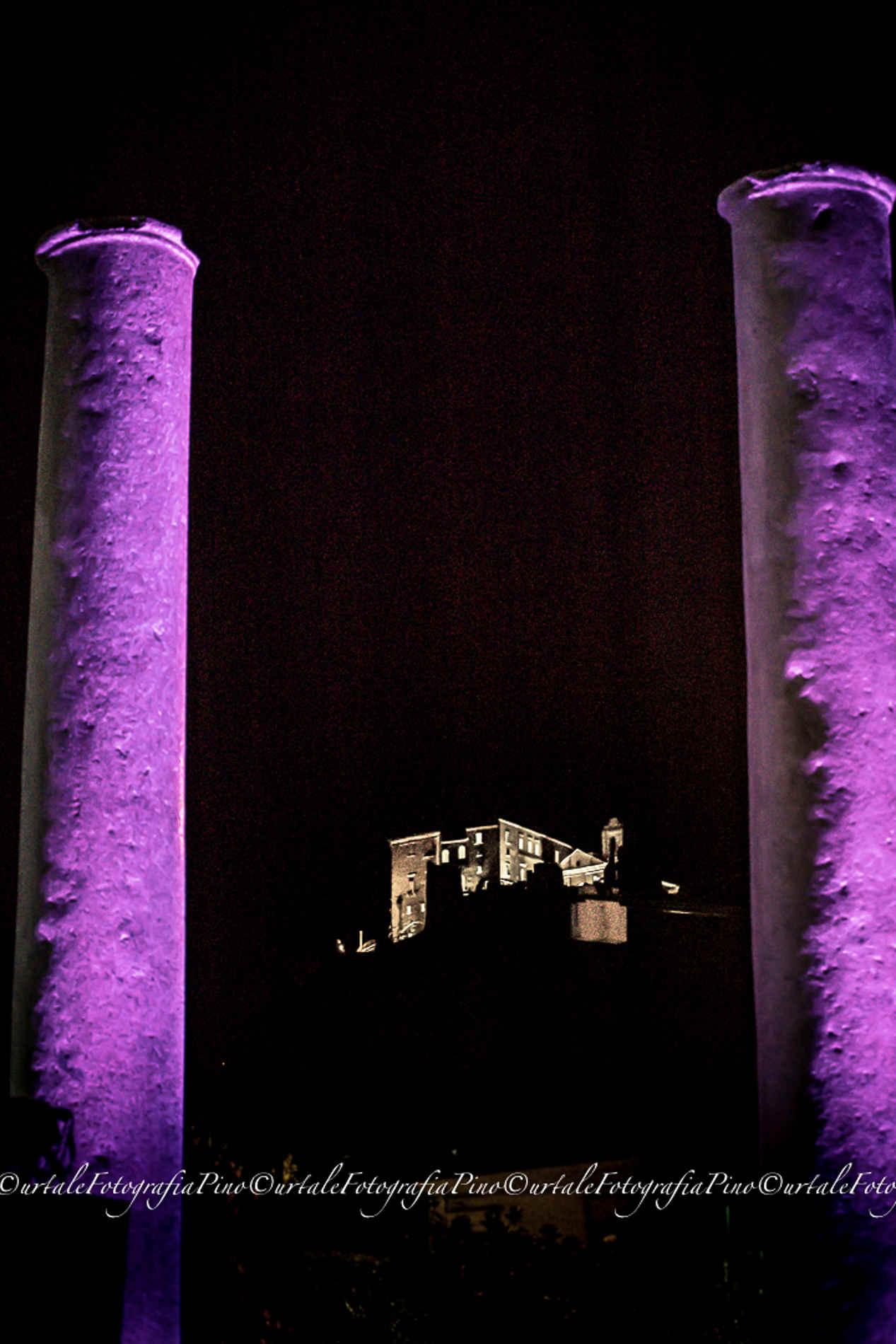 Castello dei Carafa in notturna cosa fare a Roccella Jonica Reggio Calabria