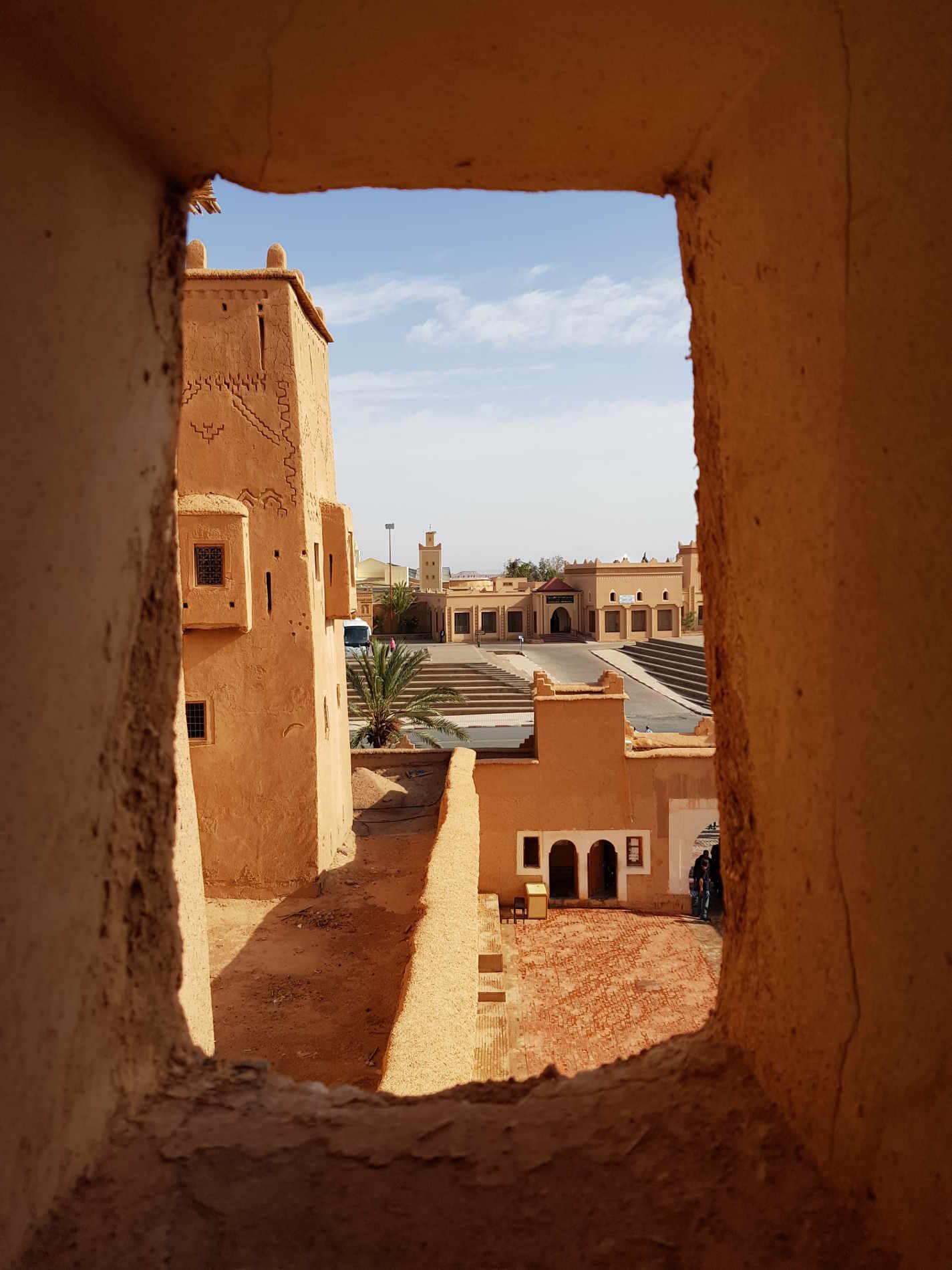 kasbah di Taourirt da una finestra cosa vedere a Ouarzazate e dintorn