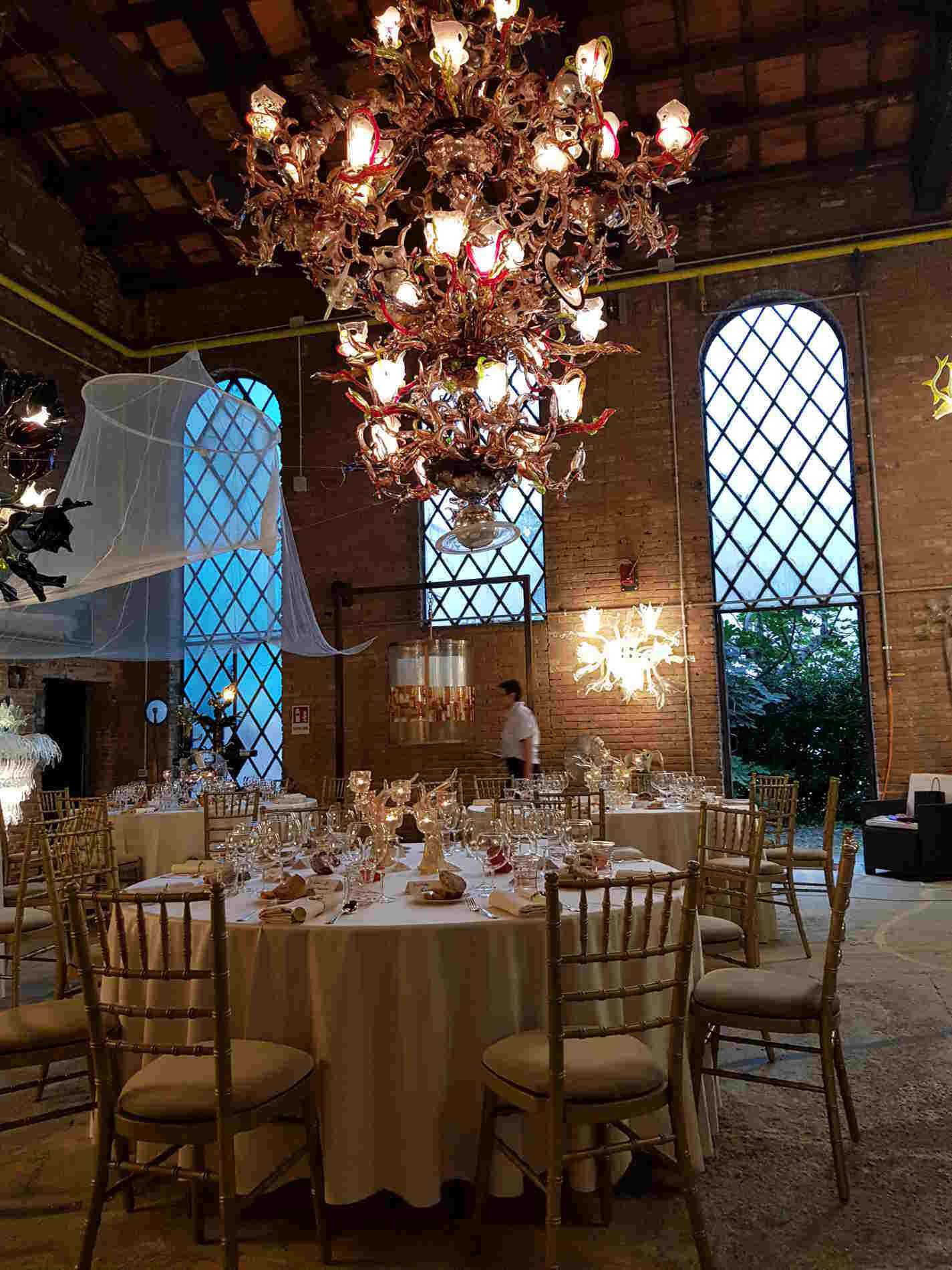"""Saloni nella """"Cattedrale"""" del vetro di Murano di Aristide Najean"""