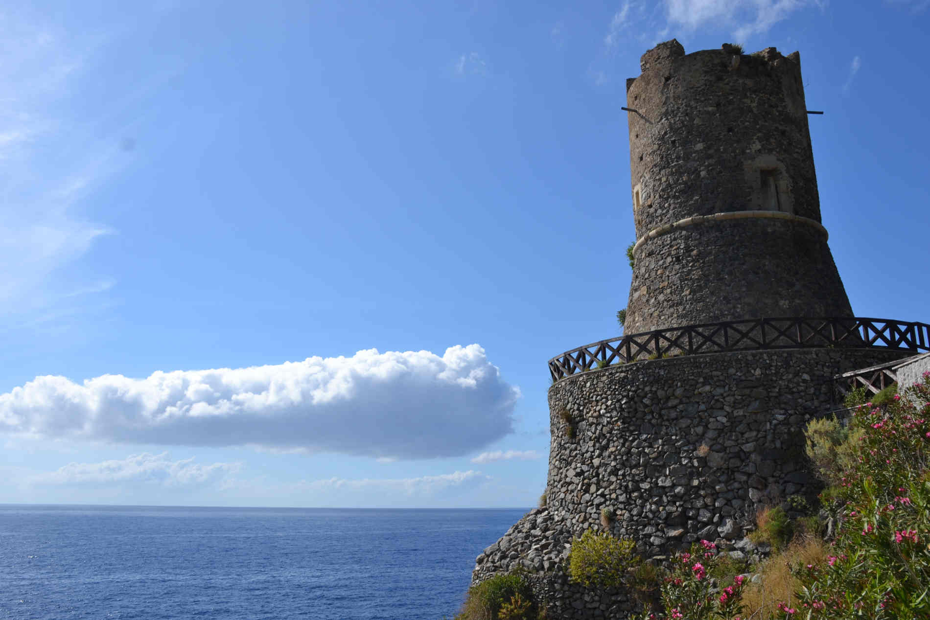 Torre Ruggero a Bagnara Calabra- Costa Viola, le 10 spiagge più belle a Reggio Calabria