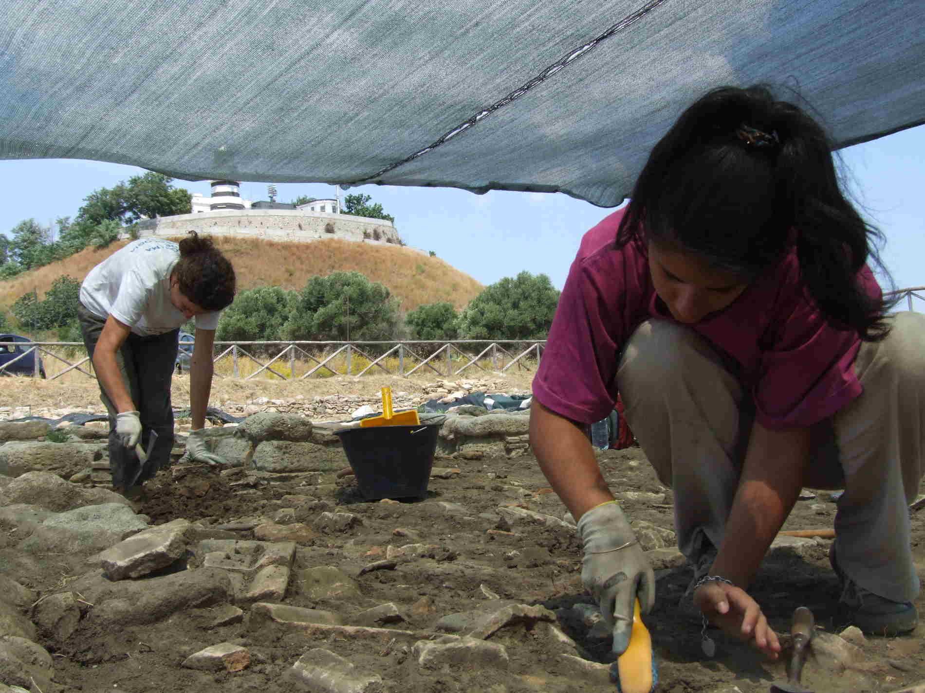 Fasi di scavo sito Parco Archeologico di Monasterace