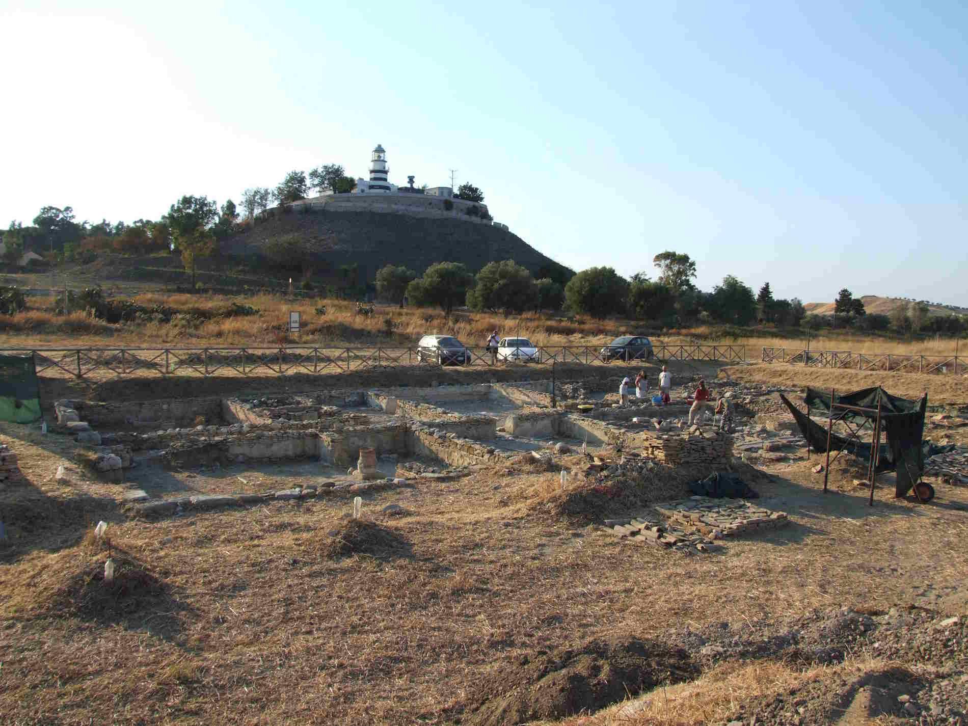Area di scavo davanti al Faro di Punta Stilo a monasterace