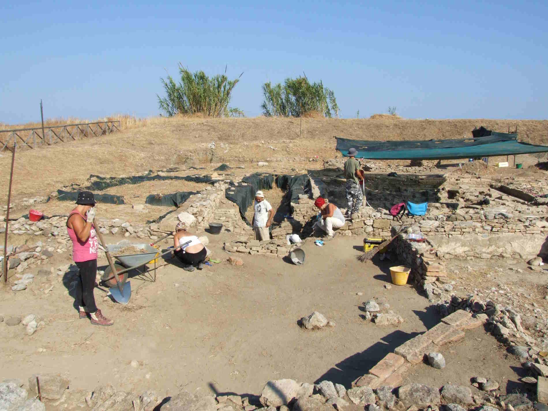scavo nel sito archeologico dell'antica Kaulon Museo e Parco Archeologico di Monasterace