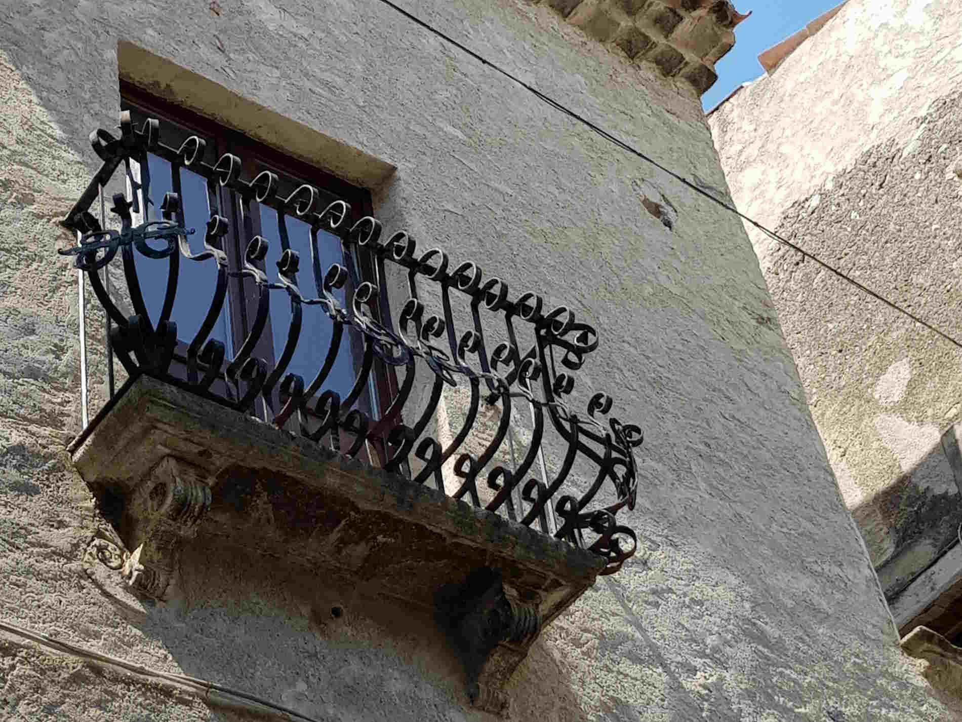 balconcini nel centro storico di Cetraro