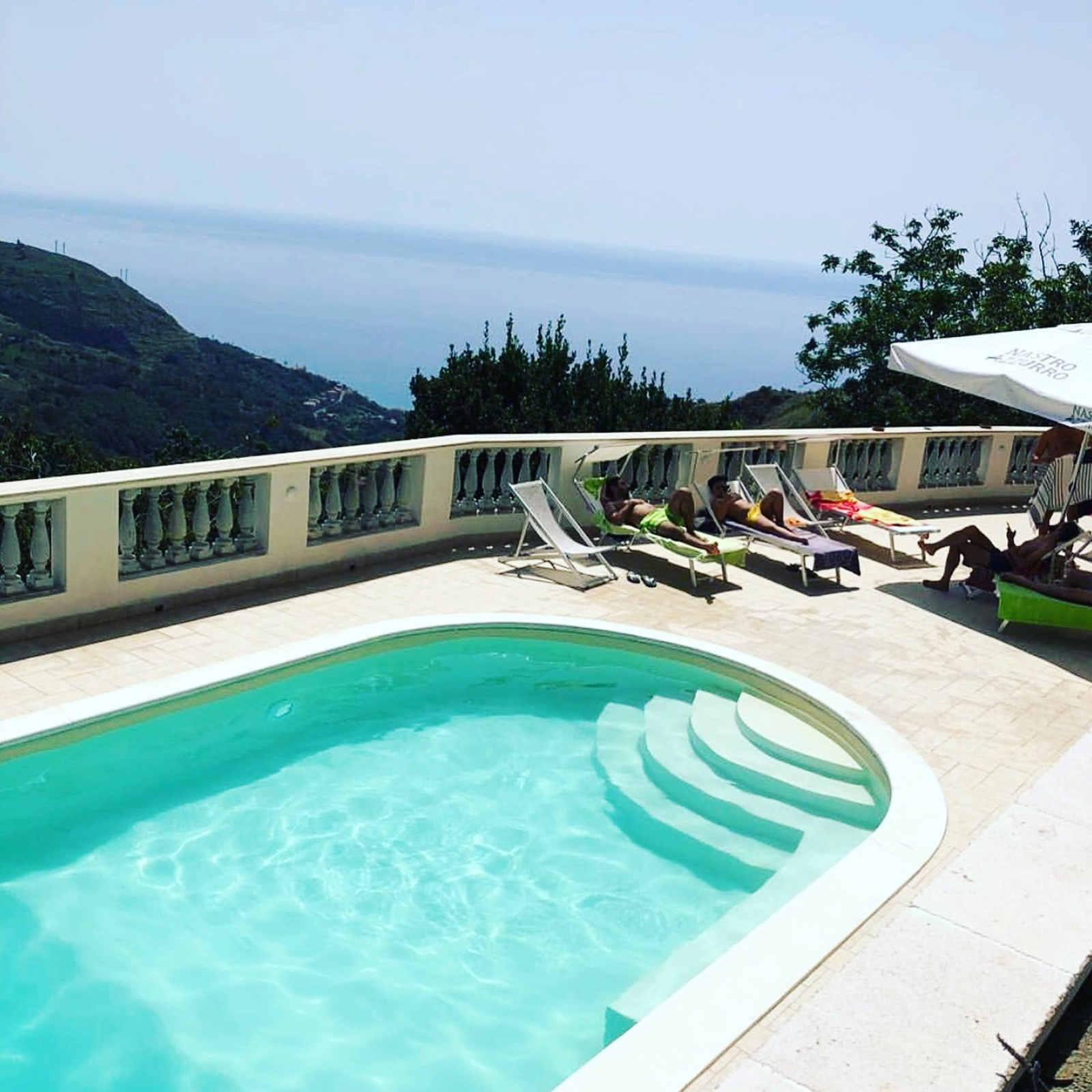 piscina esterna del B&B Verzavò a Cetraro