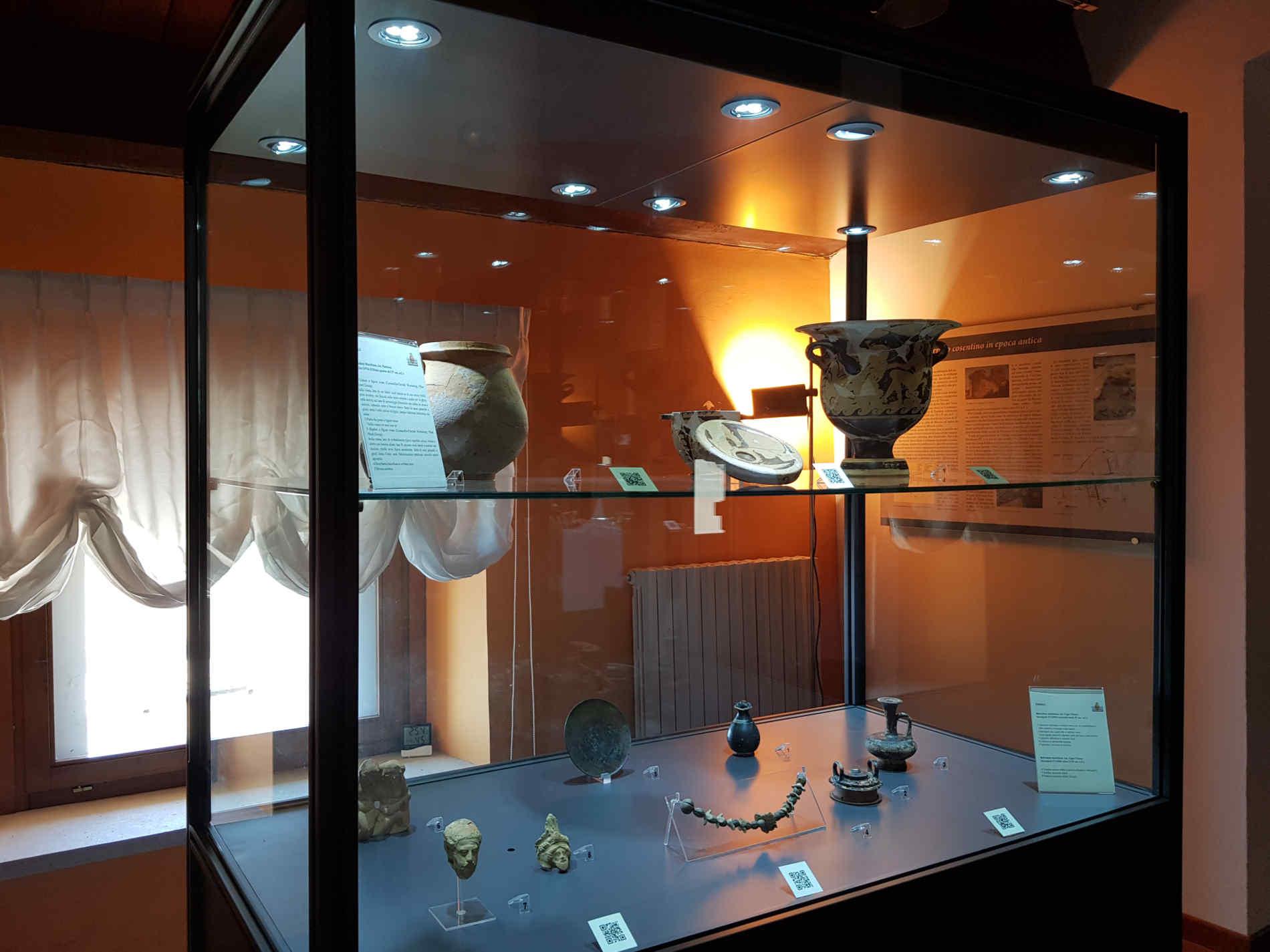 Cetraro Museo dei Brettii e del Mare Vetrina