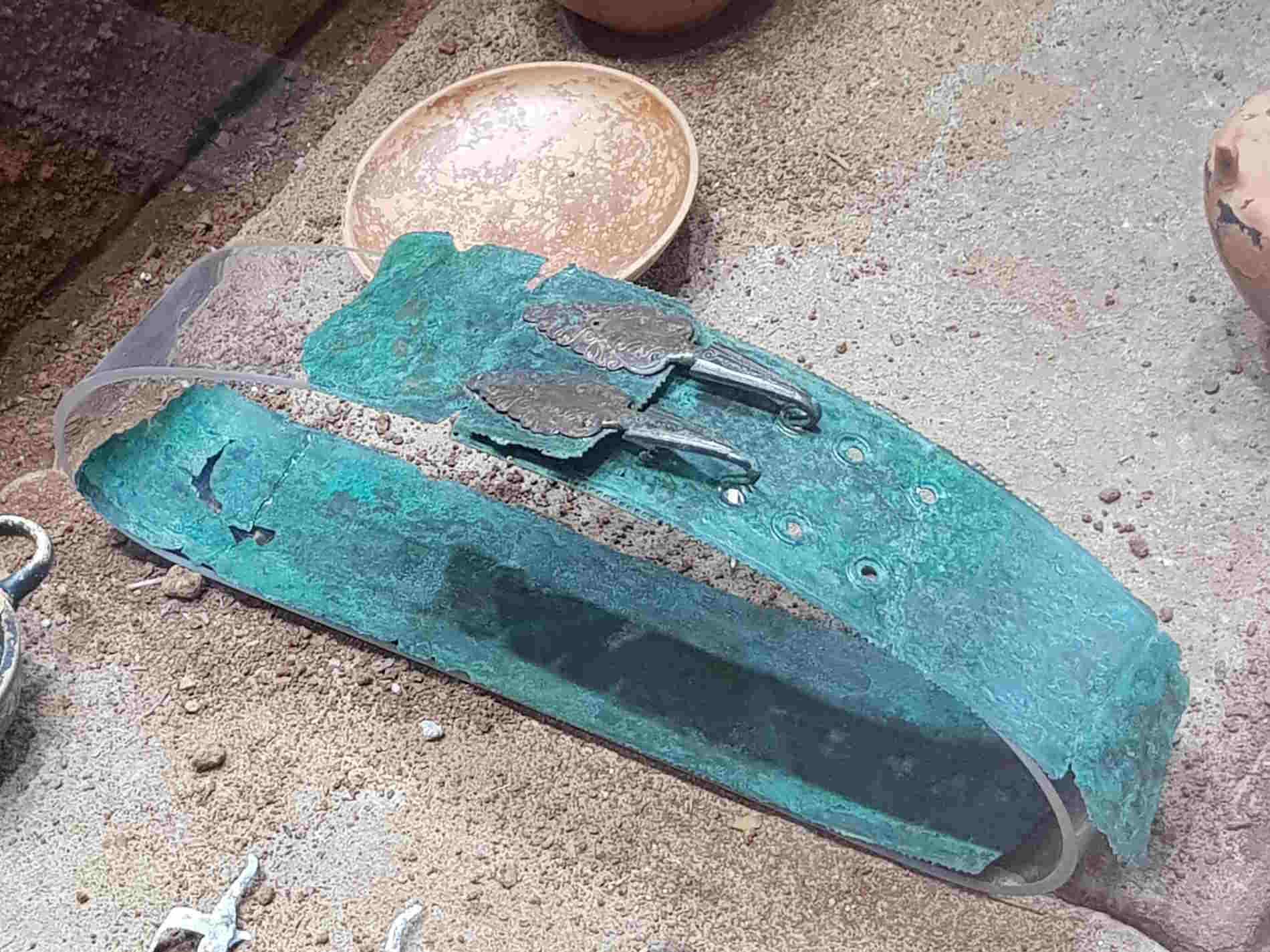 Cinturone in bronzo rinvenuto nella necropoli di Treselle di Cetraro Museo dei Bretti e del Mare