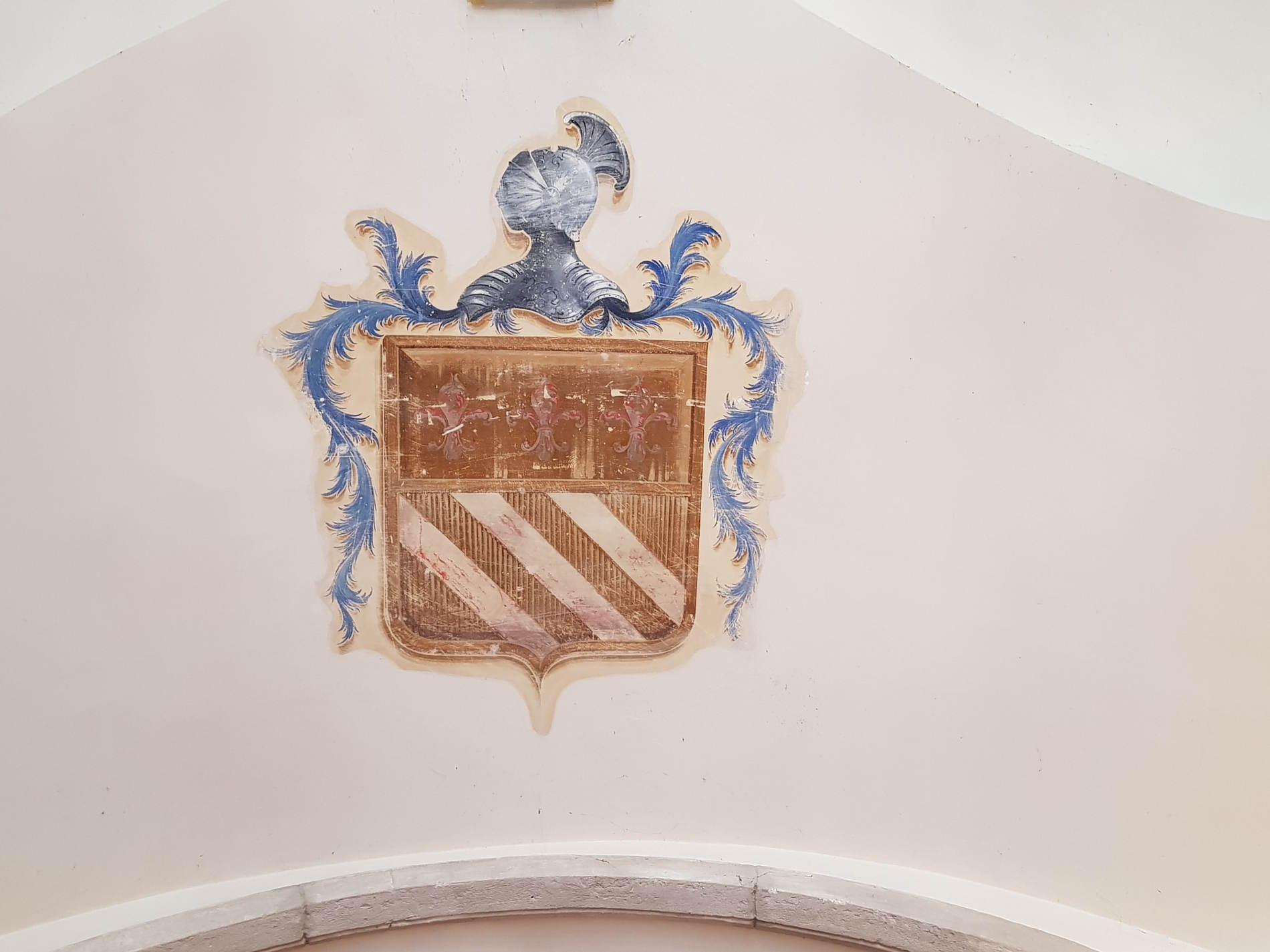 Stemma Familiare sulle volte del Palazzo Del Trono a Cetraro - Sede Museo dei brettii e del mare