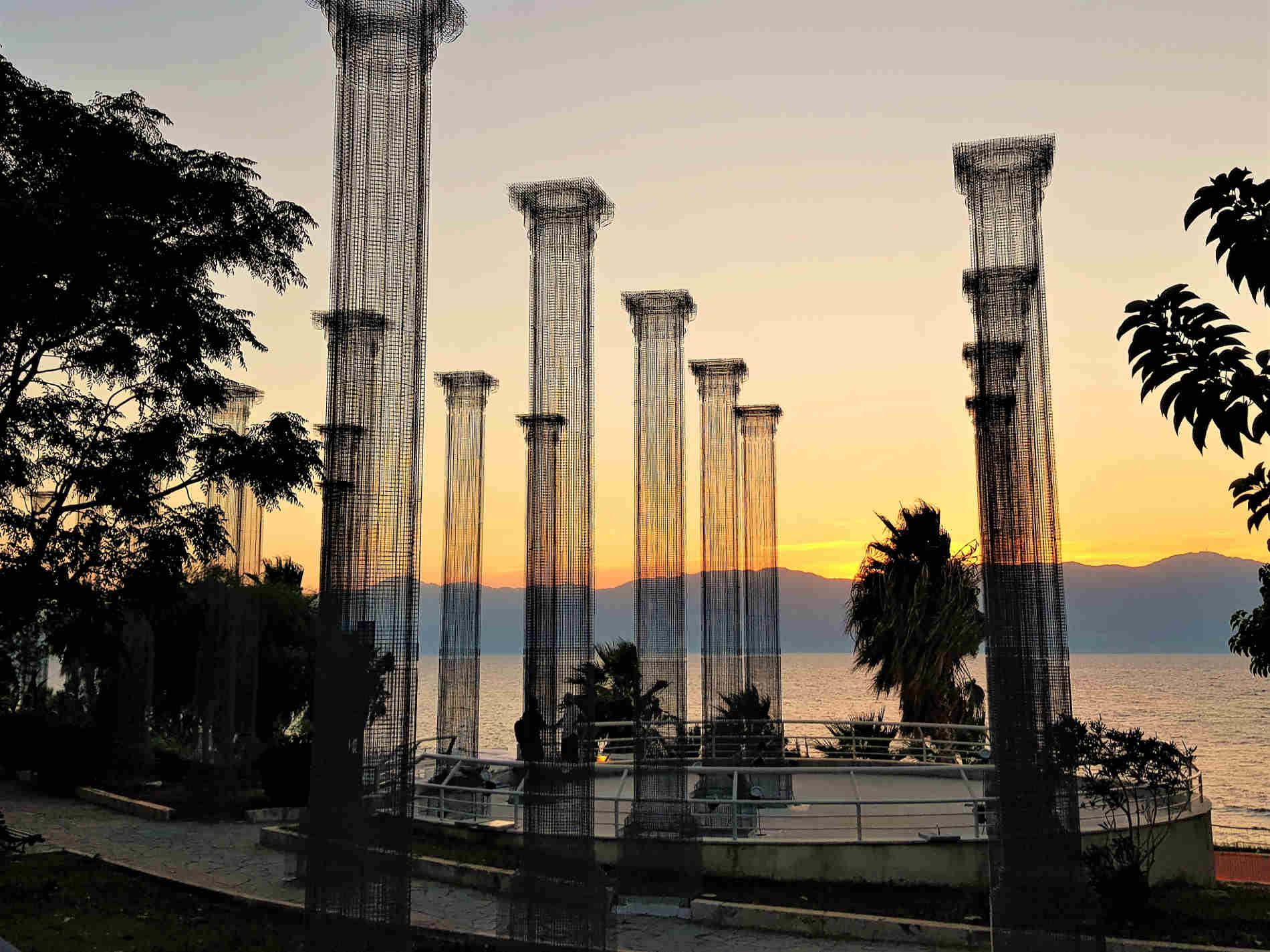 Cosa vedere sul Lungomare di Reggio Calabria innstallazione Opera di Edoardo Tresoldi