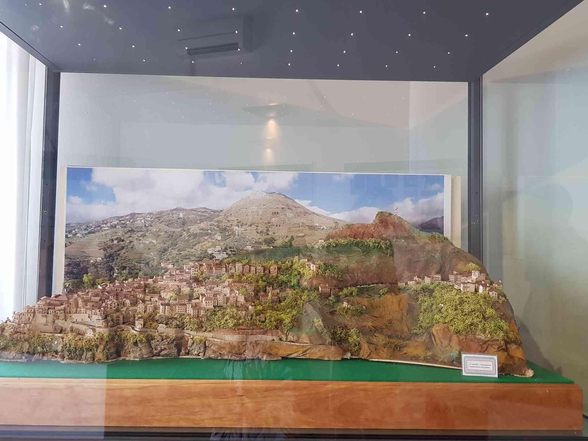 Museo dei Brettii e del mare a Cetraro Un plastico che rappresenta il centro storico di Cetraro