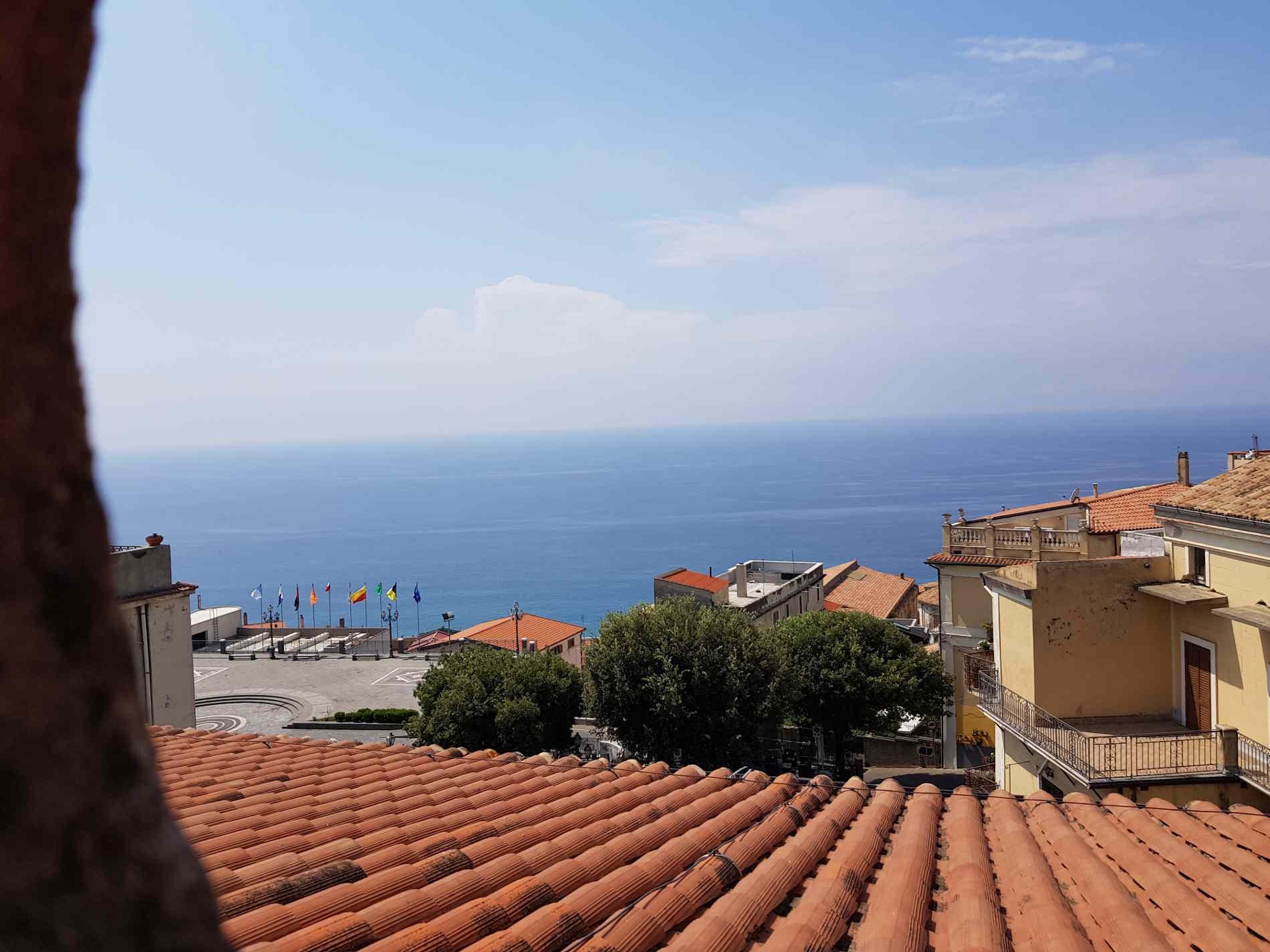 Sopra i tetti di Cetraro dal museo dei Bretti e del Mare
