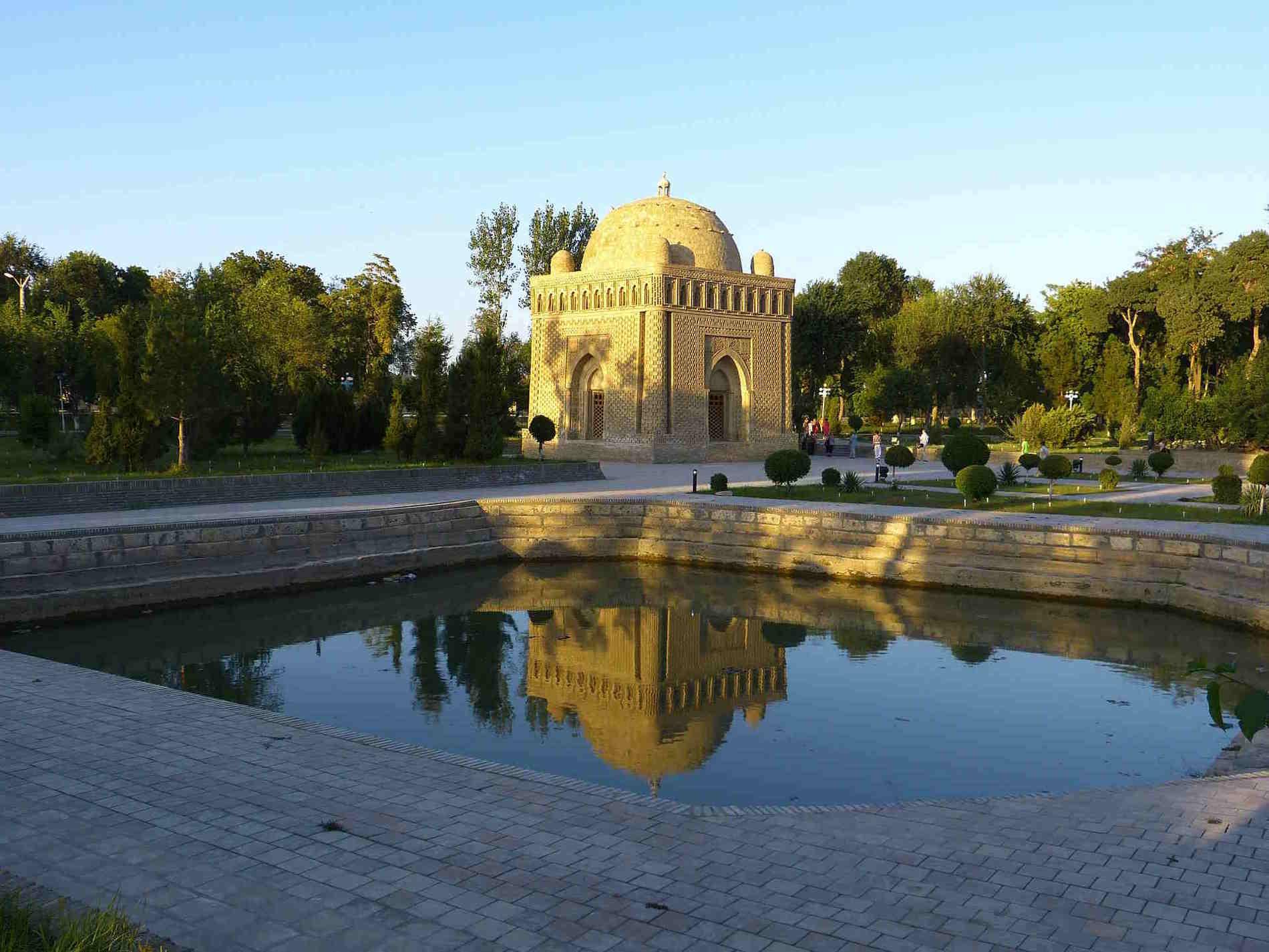 Mausoleo-samanide-Bukhara-tour-in-Uzbekistan