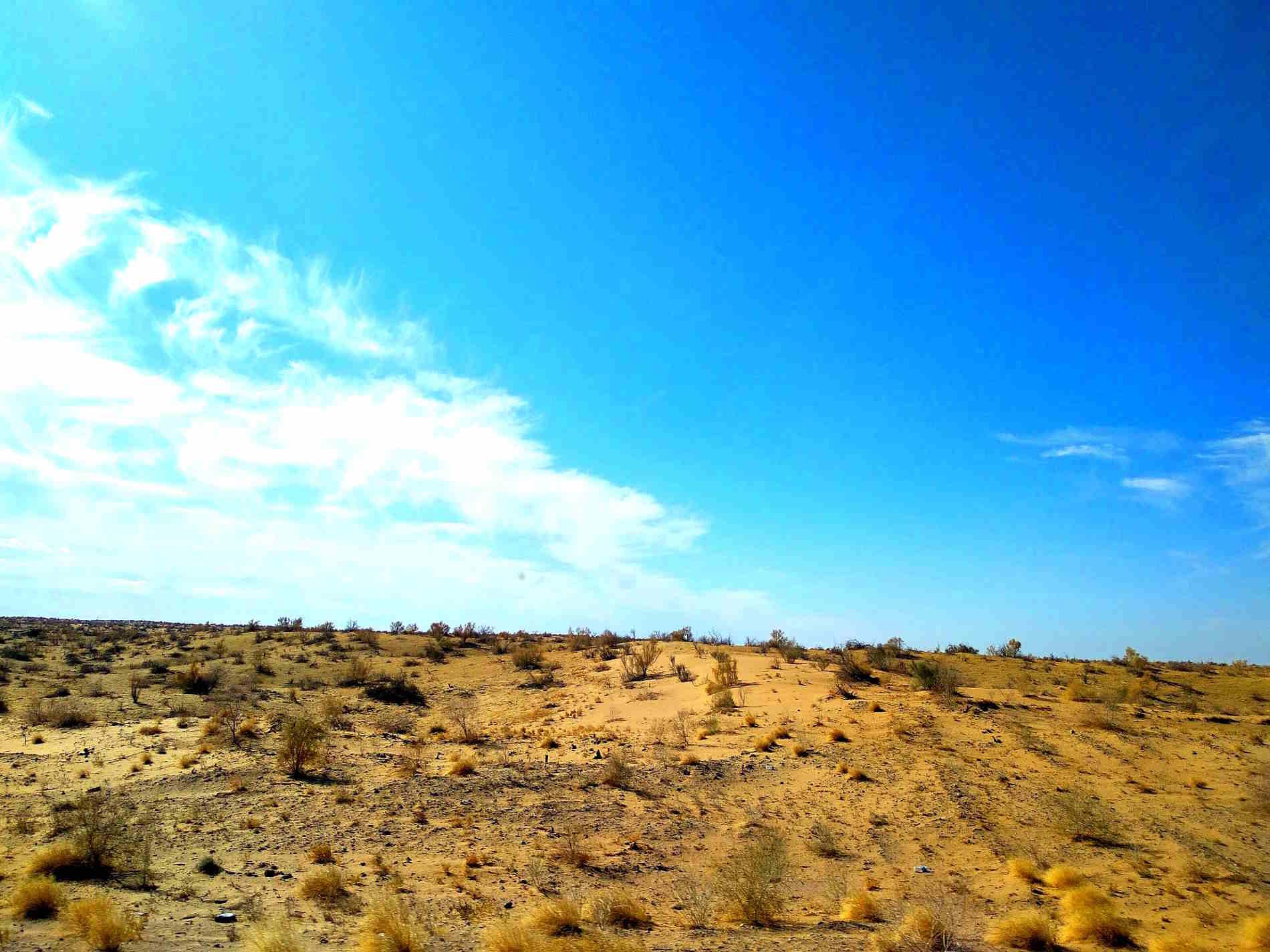 Il deserto di Kyzyl-Kum lungo la Via della Seta in Uzbekistan