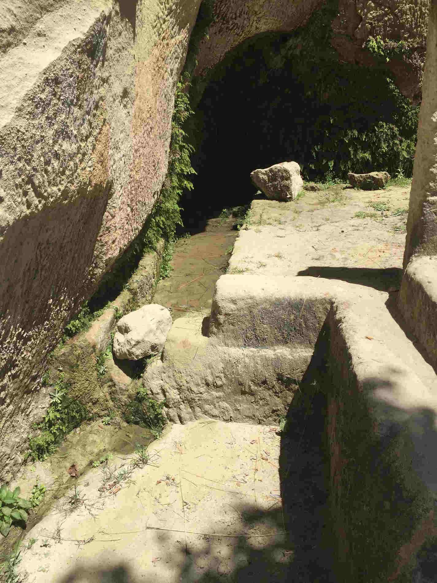 sorgente sito rupestre di Zungri