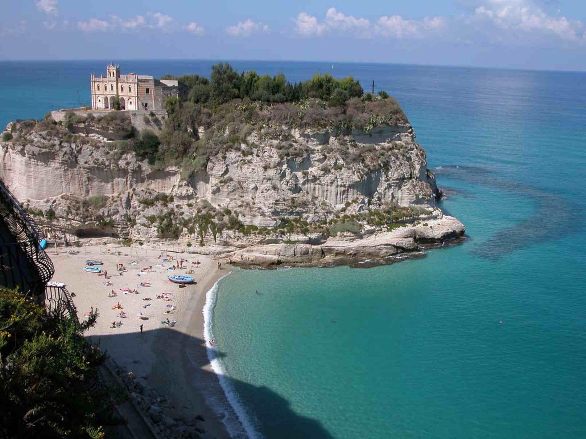 Tropea panorami Mediterranean Essence Acqua degli Dei