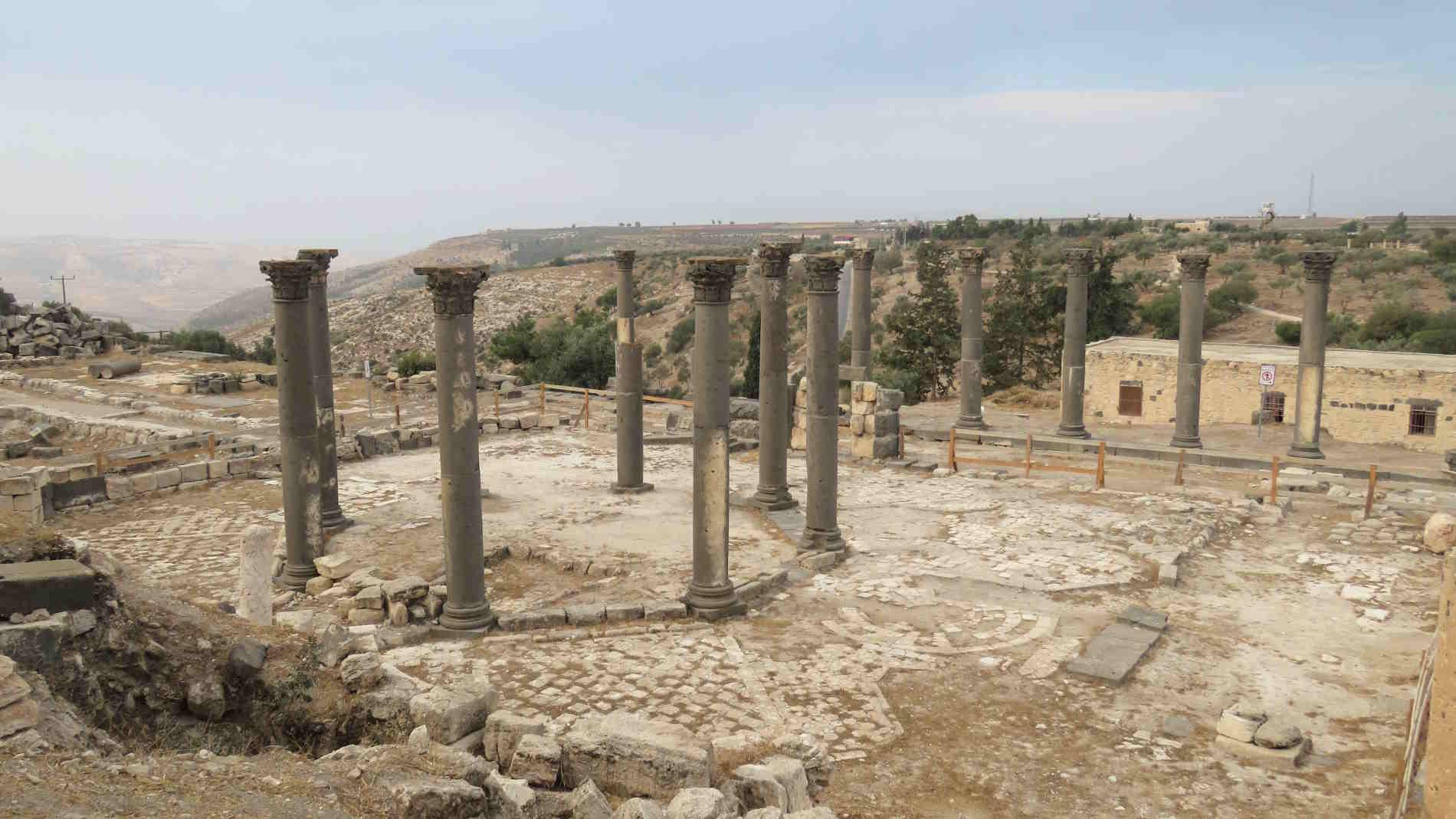 Gadara, oggi Umm-Qais: il Decumano massimo Perchè visitare la Giordania