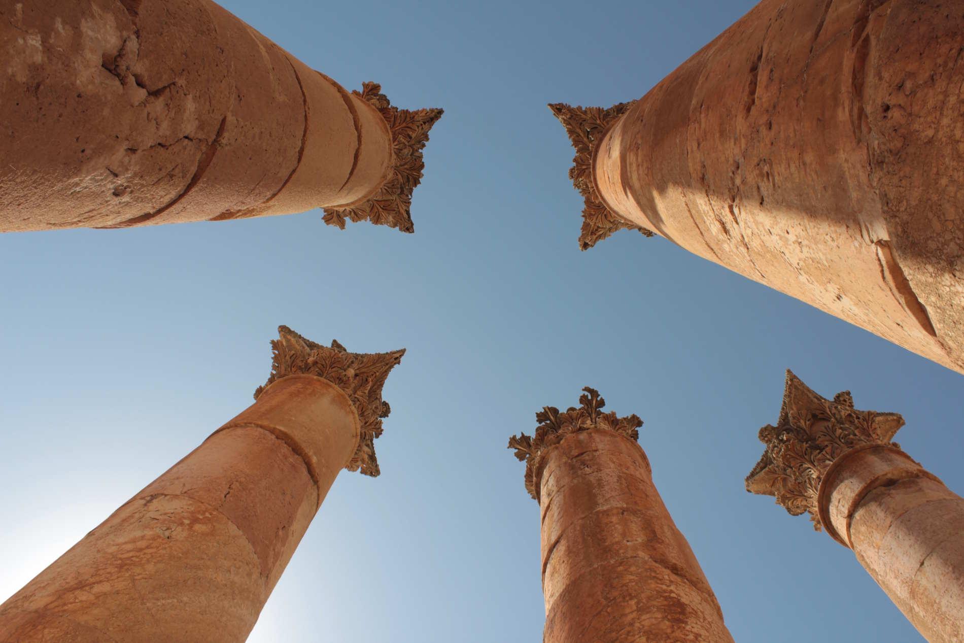 Colonne del Tempio di Artemide a Jerashin giordania