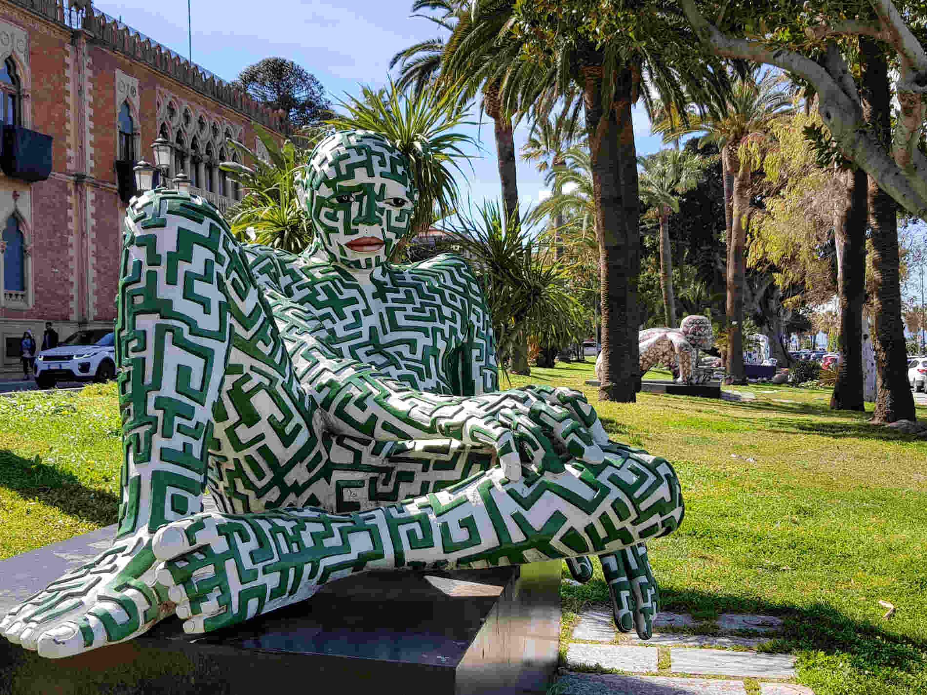 Labirintite scultura sul Lungomare Italo Falcomatà a Reggio Calabria
