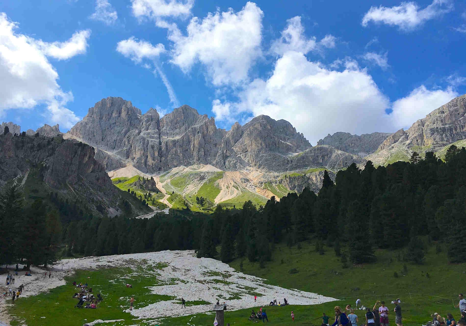 Vista del Catinaccio Rosengarten dalla conca del Gardeccia dolomiti della Val di Fassa