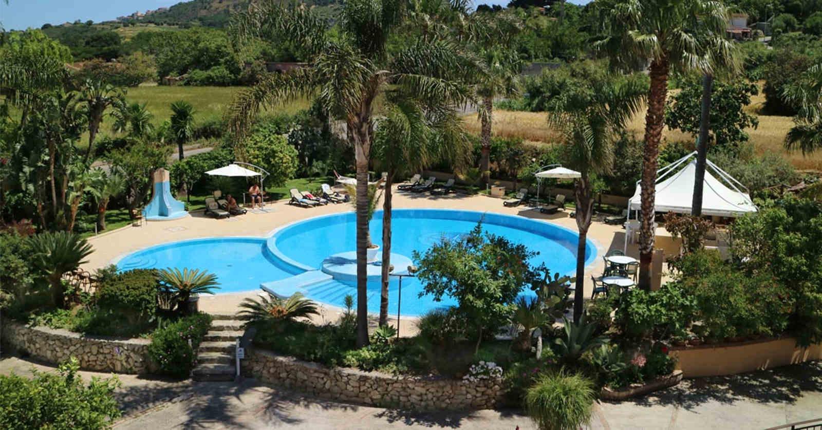 piscina dell'hotel La bussola a Capo Vaticano